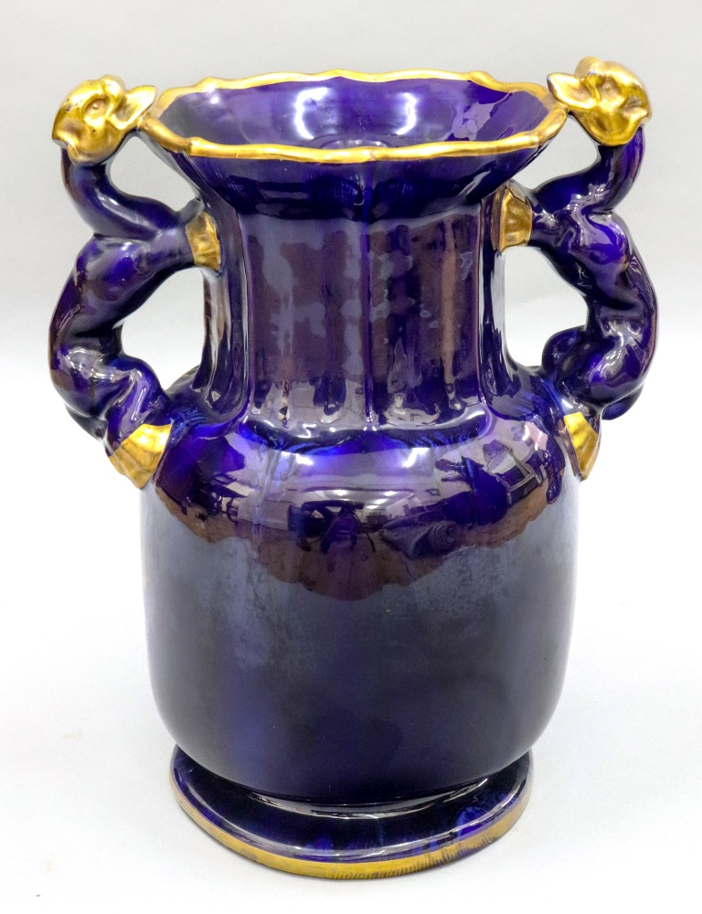 Lot 19 - A Masons Ironstone vase, circa 1815 - 20, with twin dragon side handles,