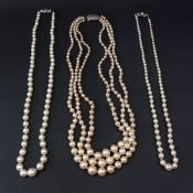 A single row necklace of graduated cultured pearls, ranging from 8.45mm to 4.