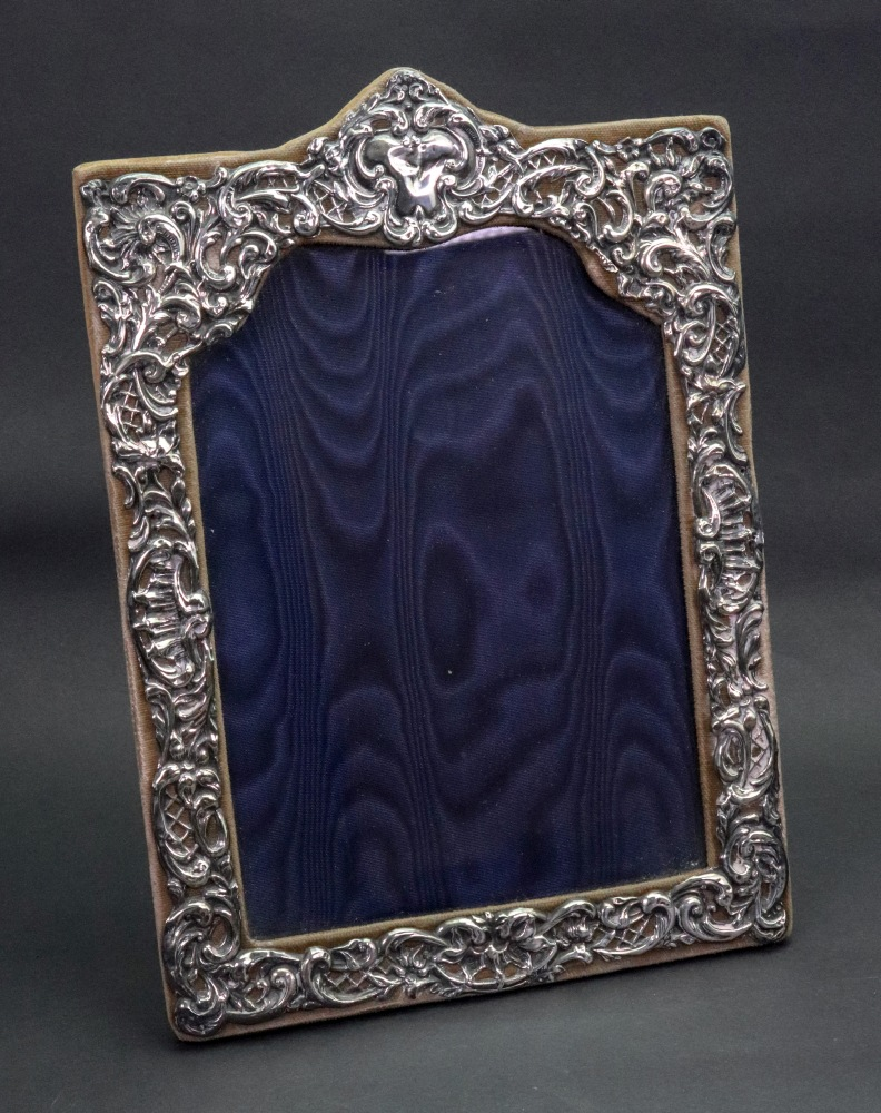 Lot 258 - An Edwardian silver mounted easel photograph frame, H.