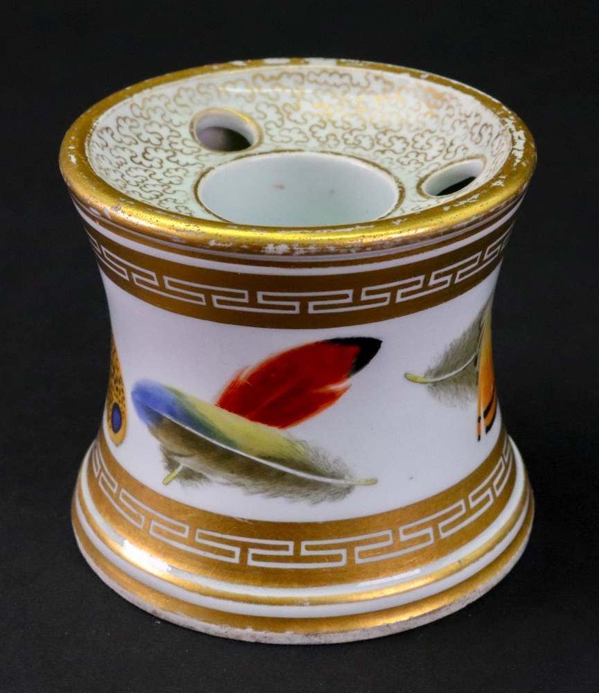 Lot 30 - A Worcester porcelain inkwell, circa 1800-1810, of capstan form,