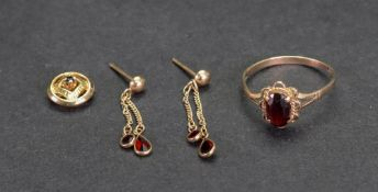 A gold and garnet set ring, ring size M