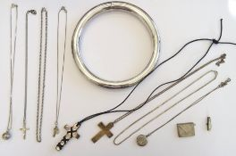 A group of mostly silver jewellery, comprising; a pendant cross fitted to a neckchain,