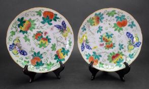 A pair of Chinese porcelain famille rose dishes, late 19th/20th century,