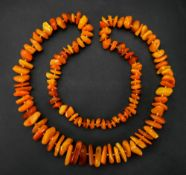 A single-row amber bead necklace of grad
