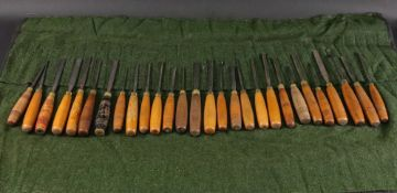 A collection of tweny eight vintage wood