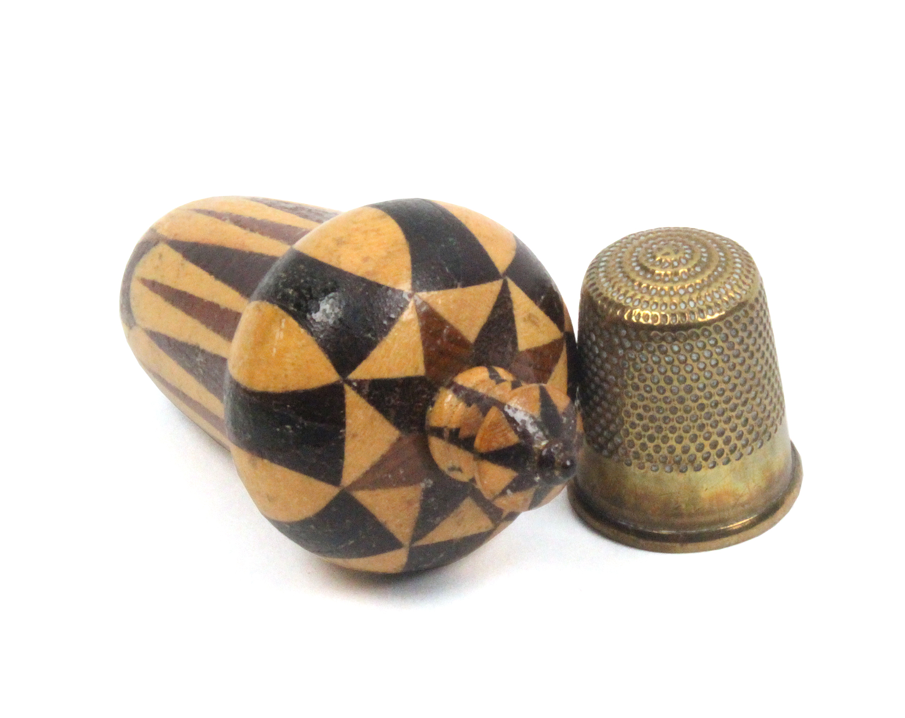 Lot 22 - A Tunbridge acorn form thimble case in stickwork with turned finial to screw cover, with a brass