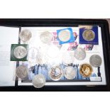 Lot 59 - Collection of crowns to include a five pound coin