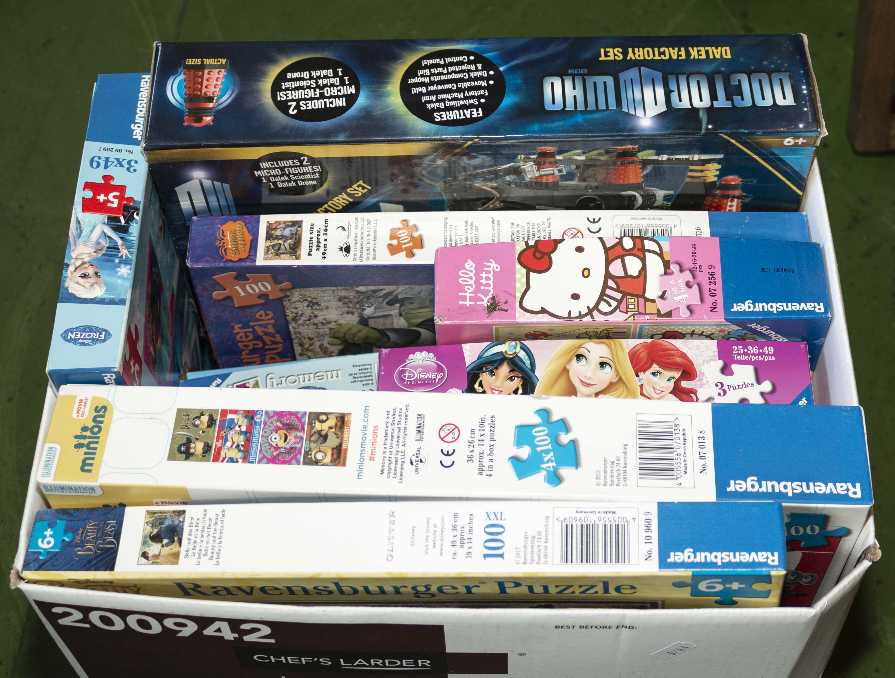 Lot 30 - A selection of jigsaws and games