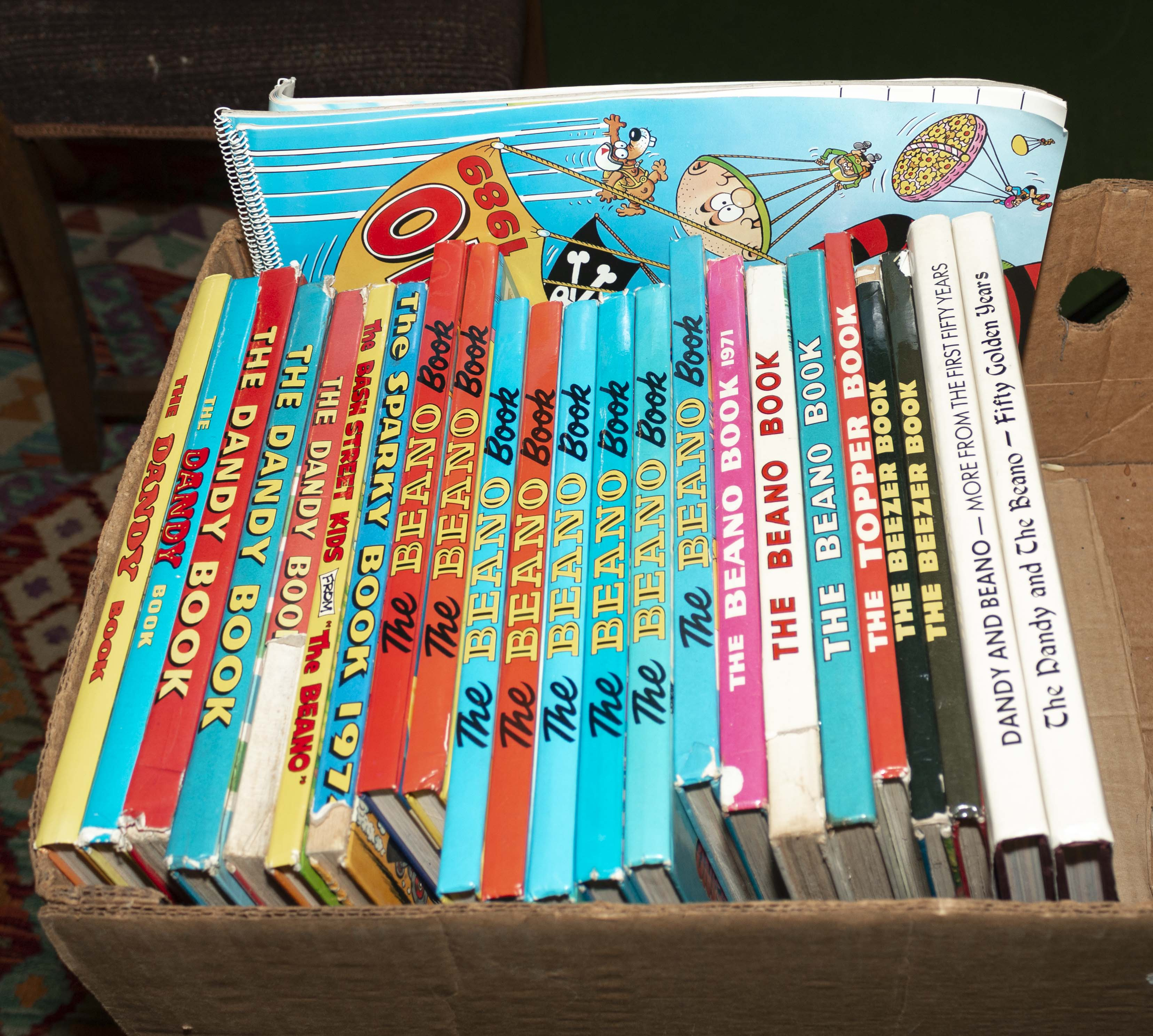 Lot 28 - A box containing Dandy and Beano annuals