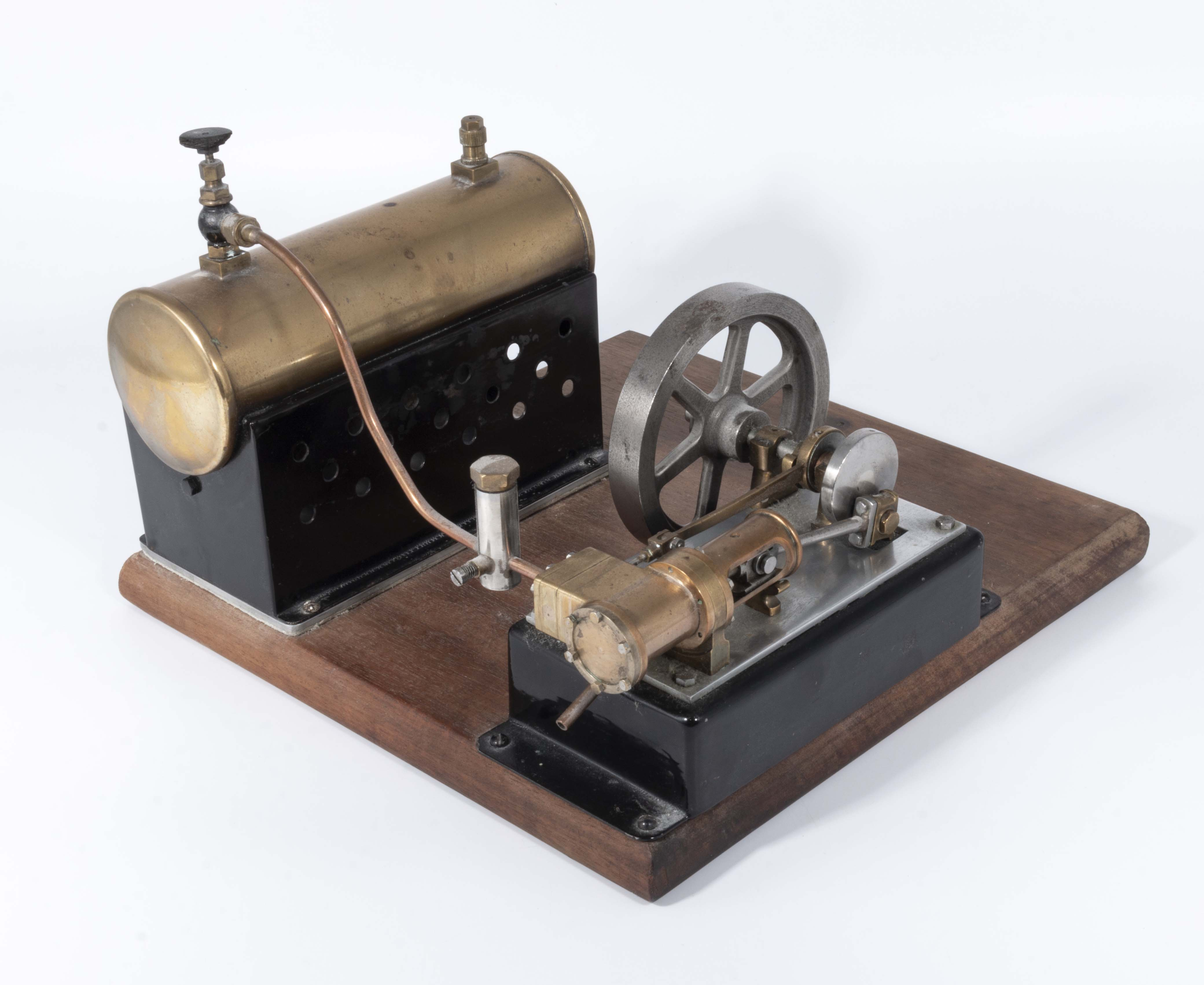 Lot 20 - Vintage static model steam engine