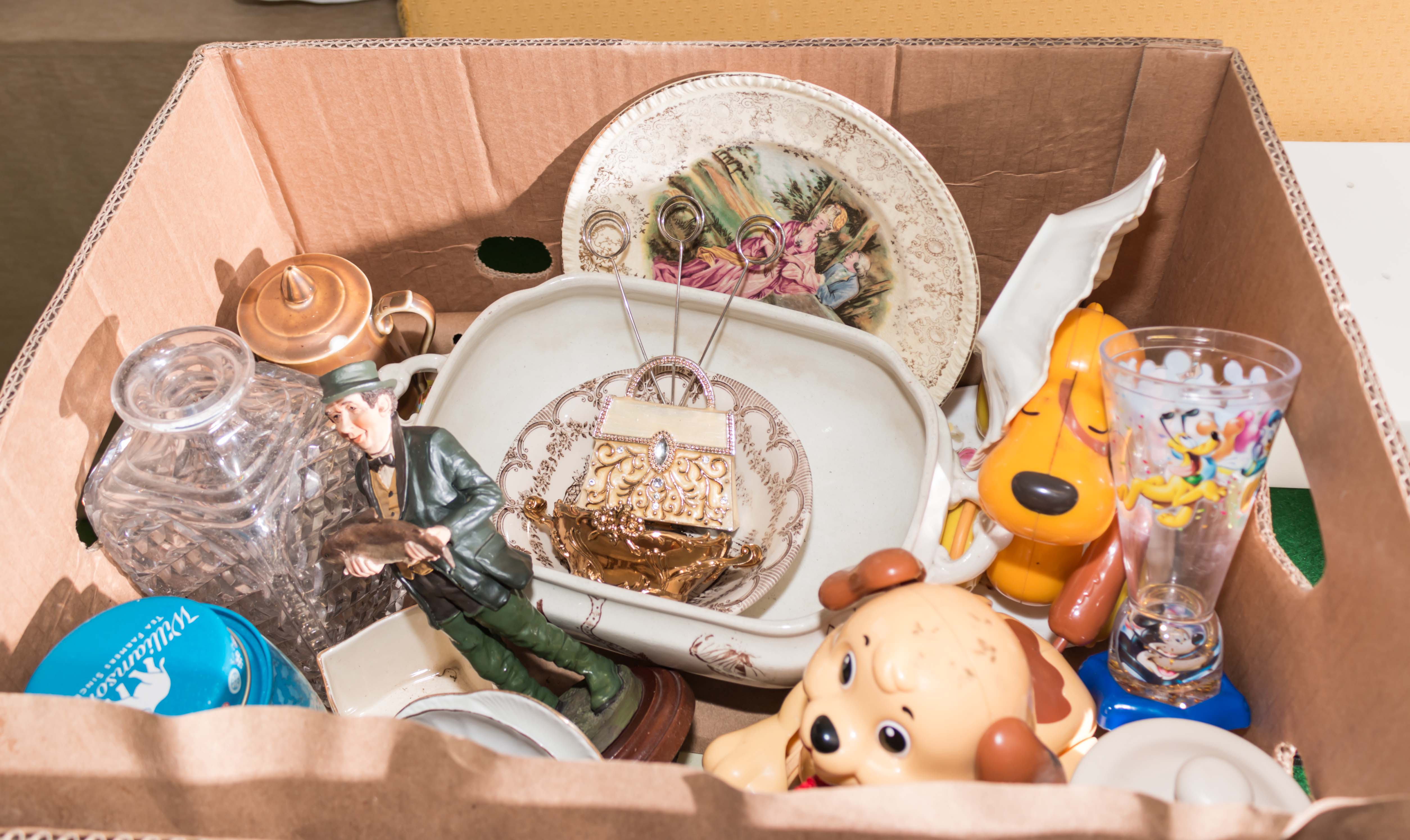 Lot 20 - A box containing assorted pottery and glass