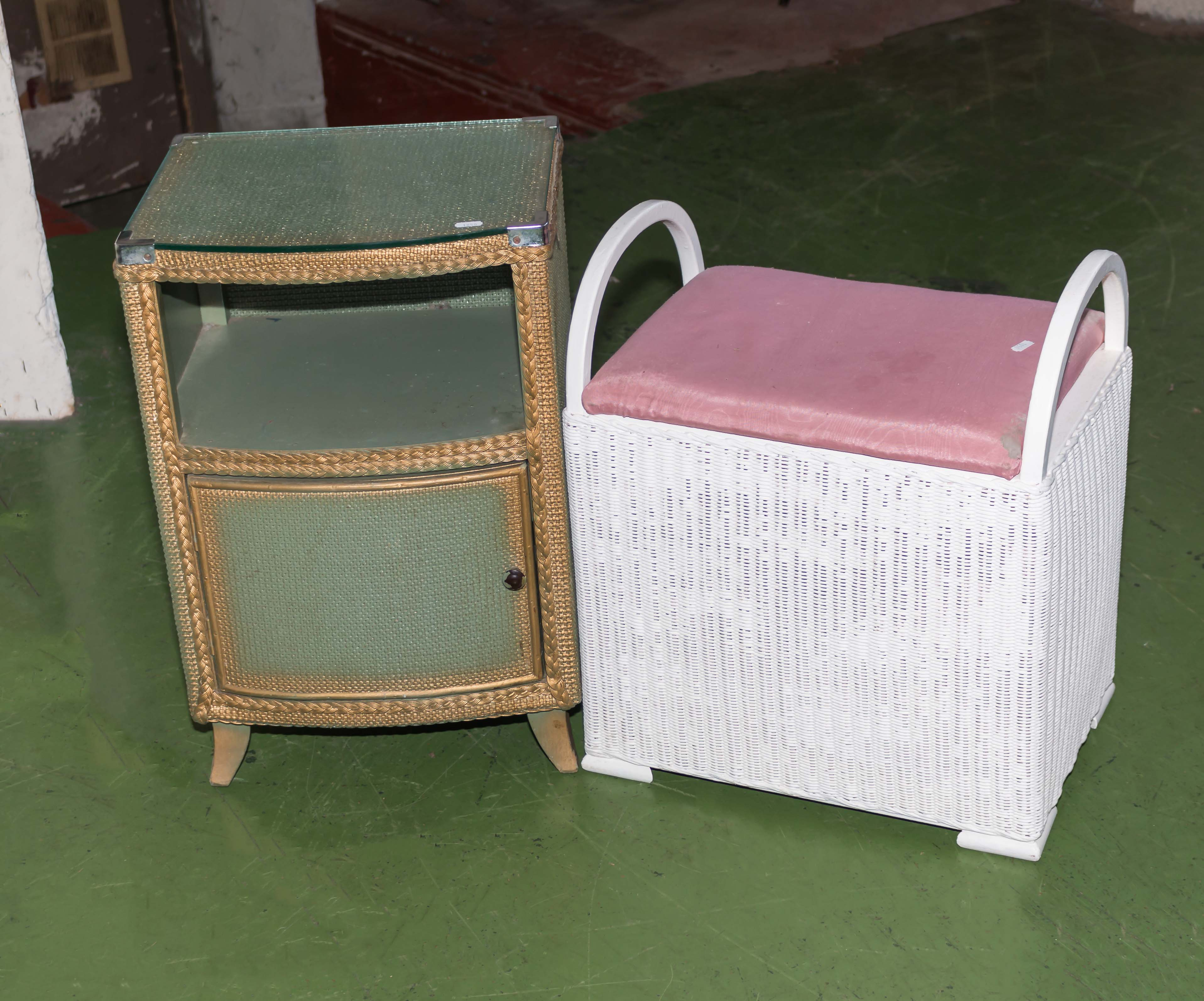 Lot 6 - A bedside cabinet and a linen box