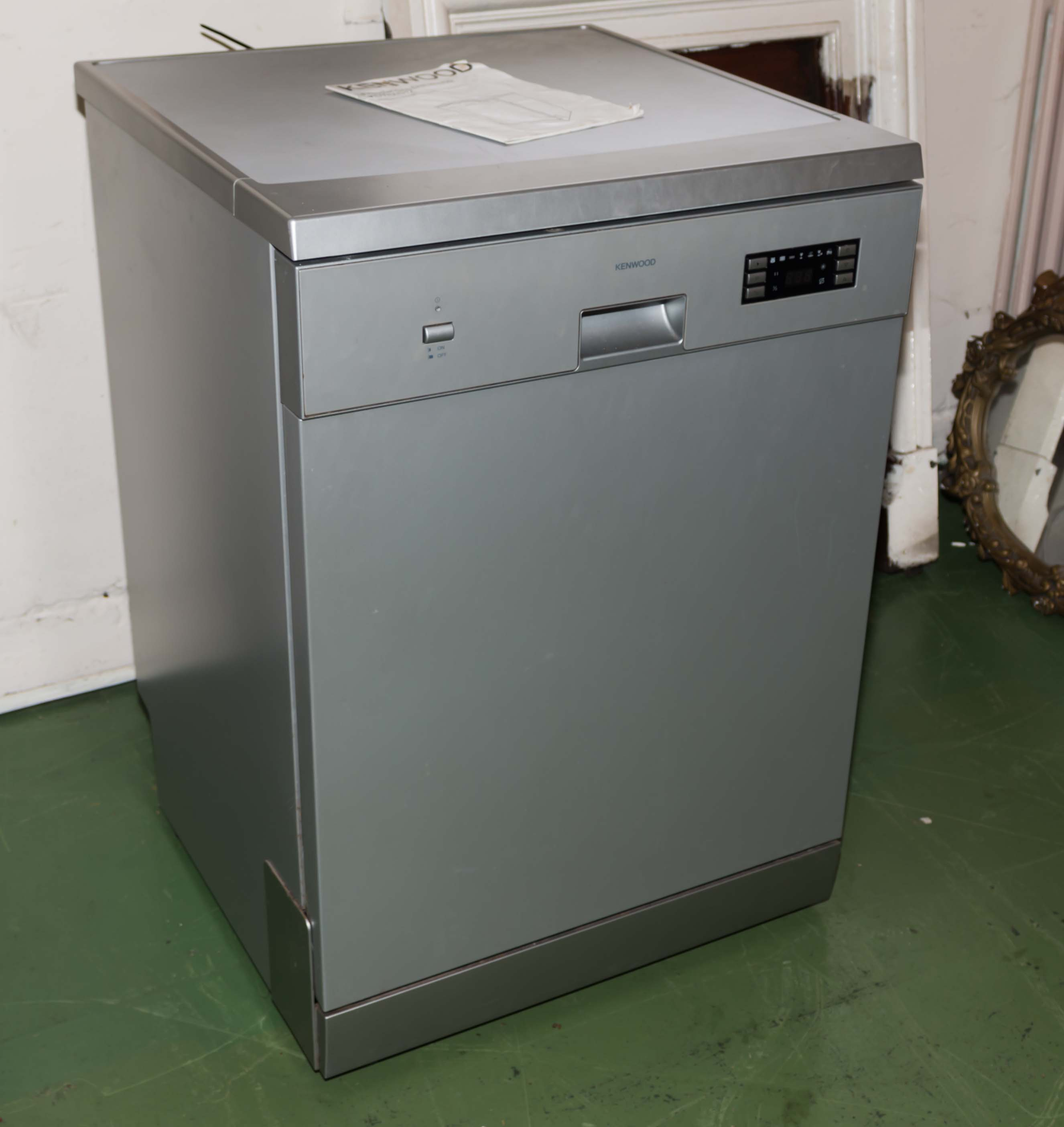 Lot 56 - A Kenwood dishwasher