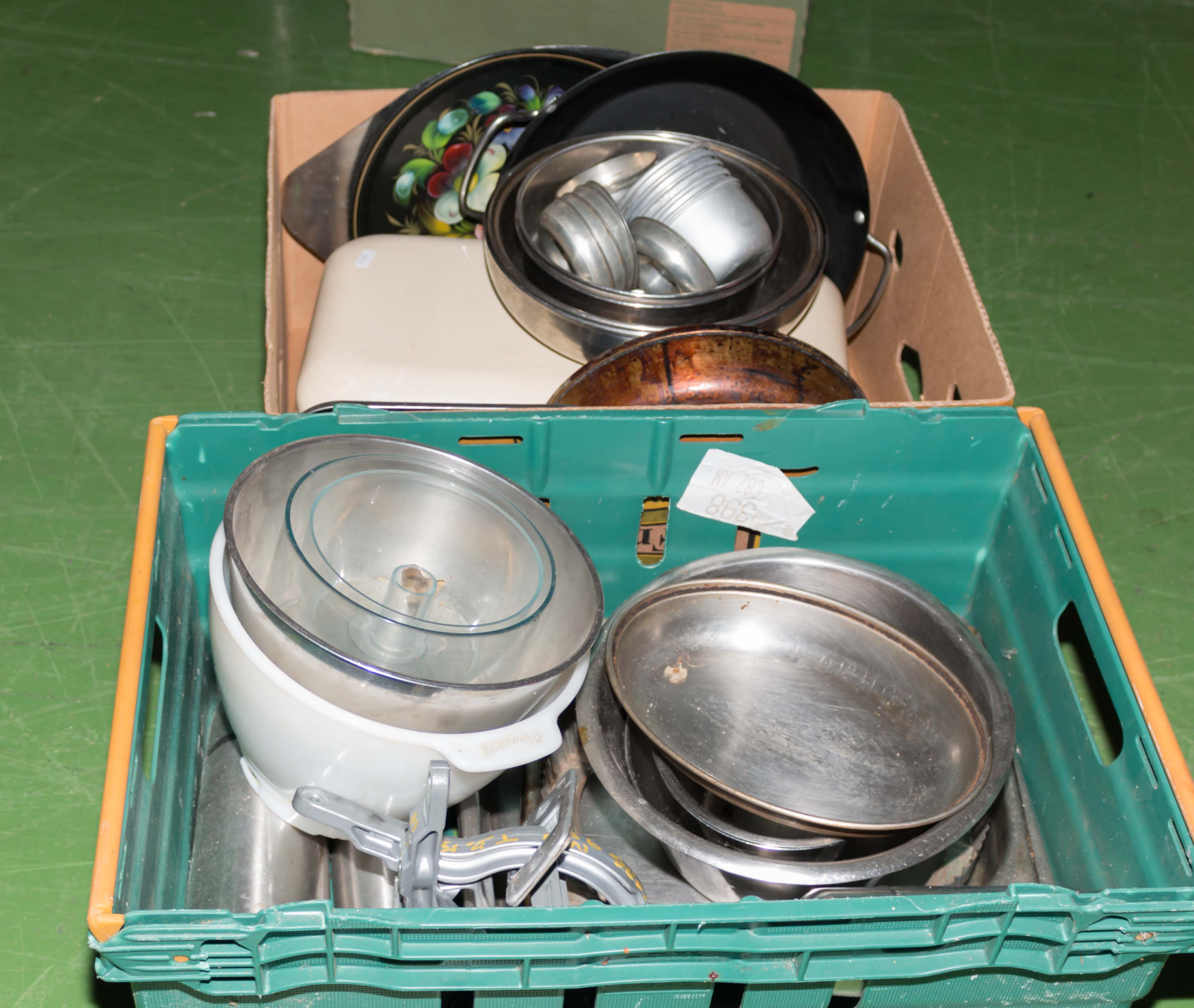 Lot 51 - Two boxes of kitchen ware