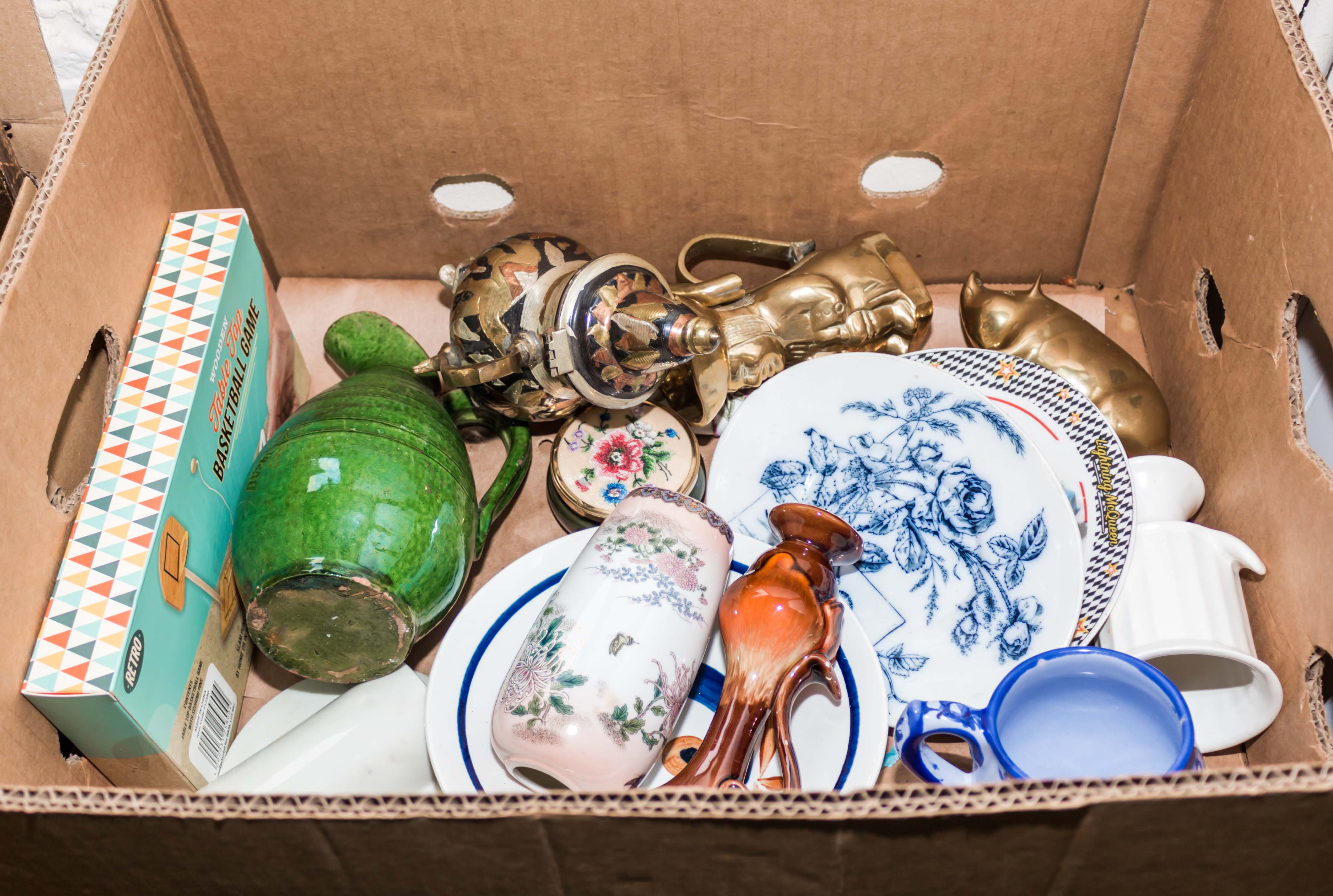 Lot 13 - A box containing assorted pottery items
