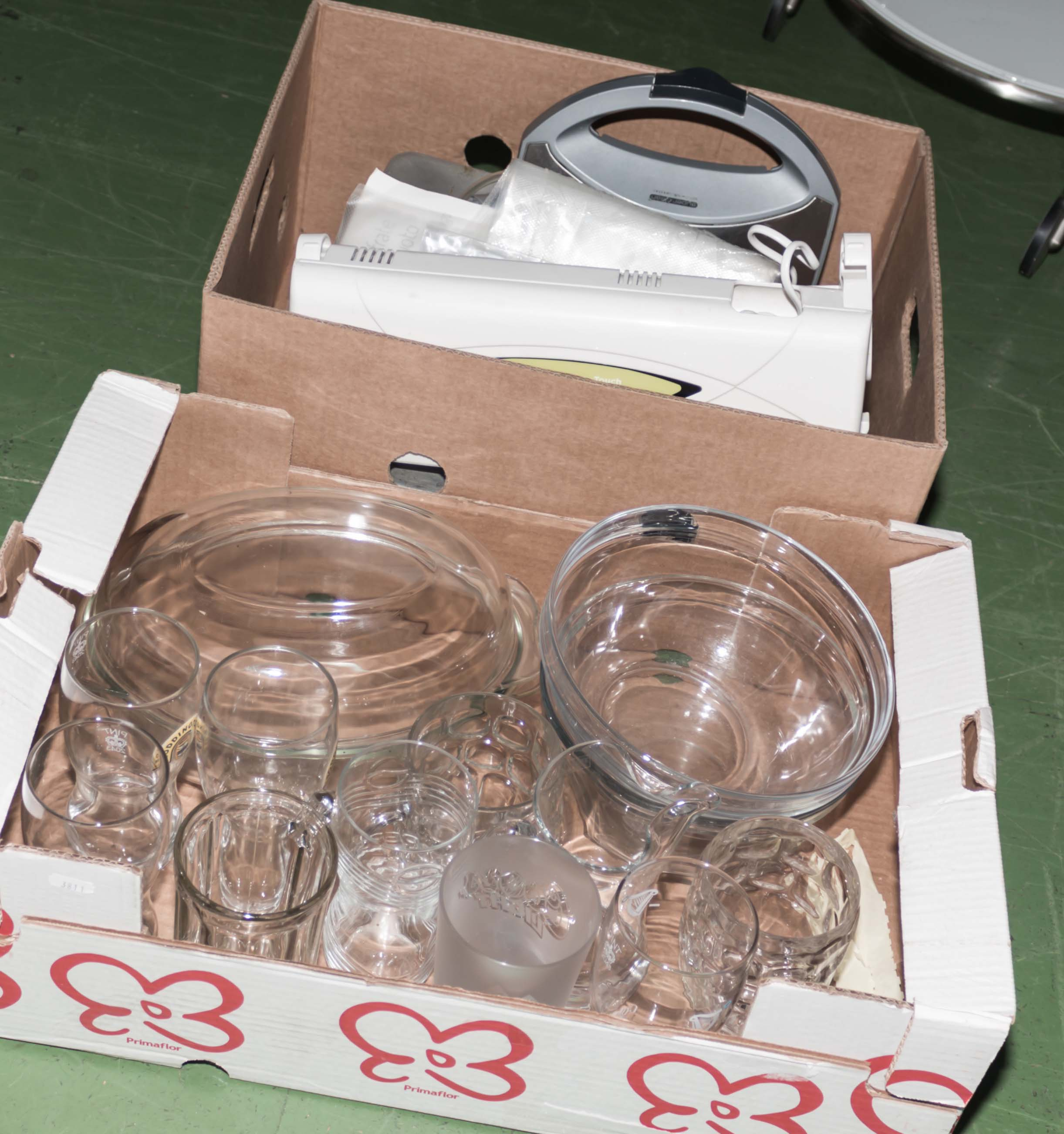 Lot 52 - Two boxes of kitchen ware