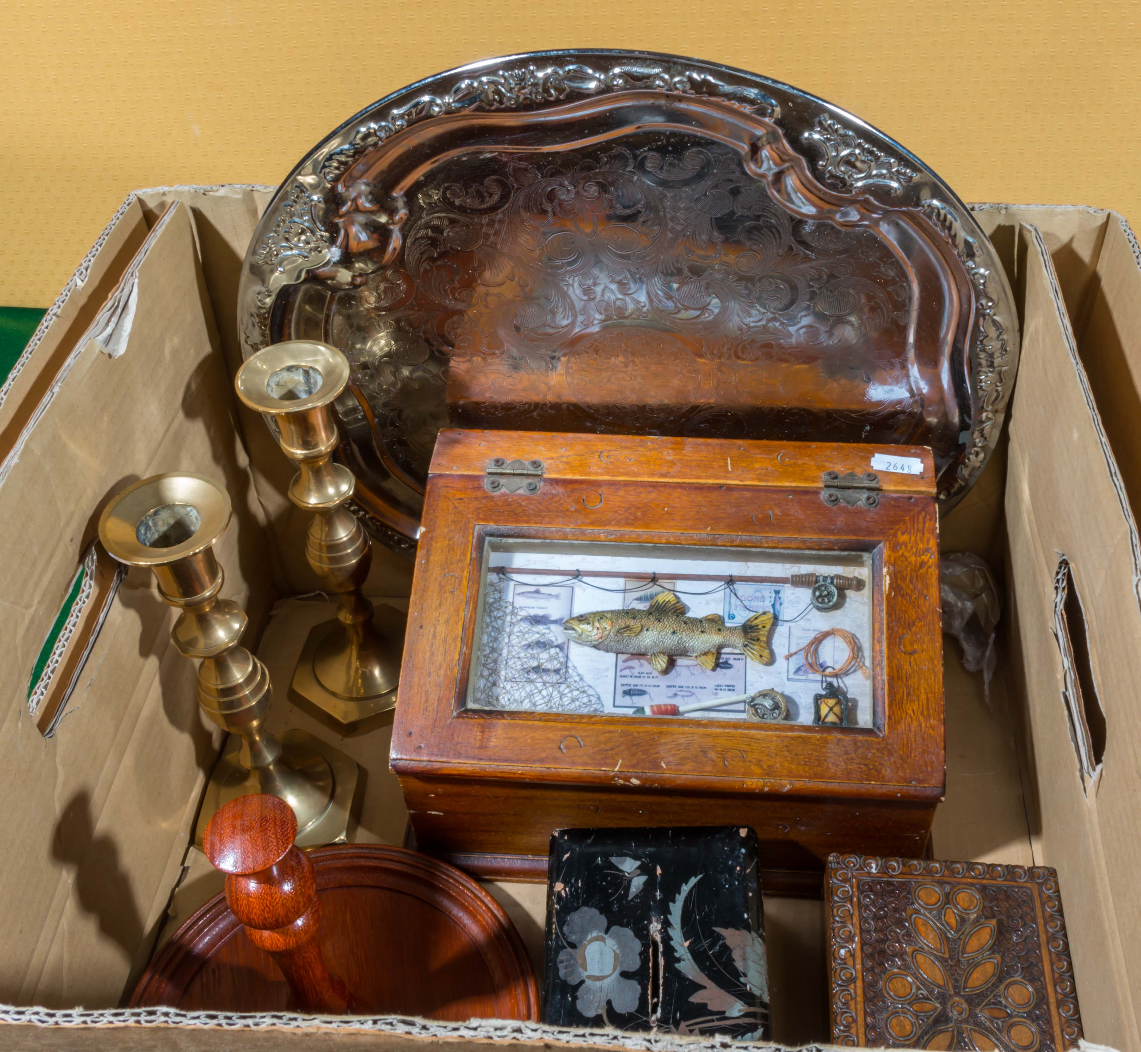 Lot 18 - A box of assorted items