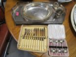 Lot 22 - A selection of silver and silver plated items to include a plated on copper oval, galleried tray and