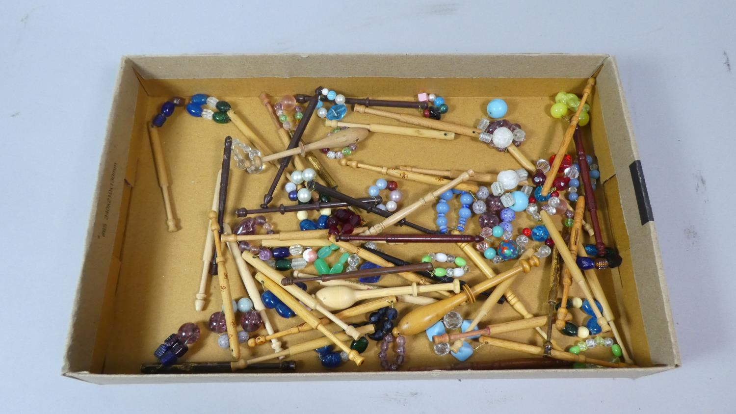 Lot 114 - A Tray Containing Various Lace Bobbins