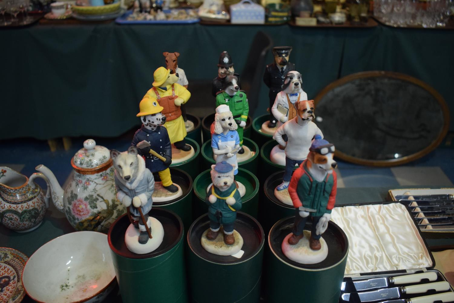 Lot 203 - A Collection of Twelve Boxed Robert Harrop Country Companions to Include St. Bernard, Husky, Gold