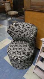 Lot 423 - A Modern Bedroom Circular Upholstered Box Seat Chair