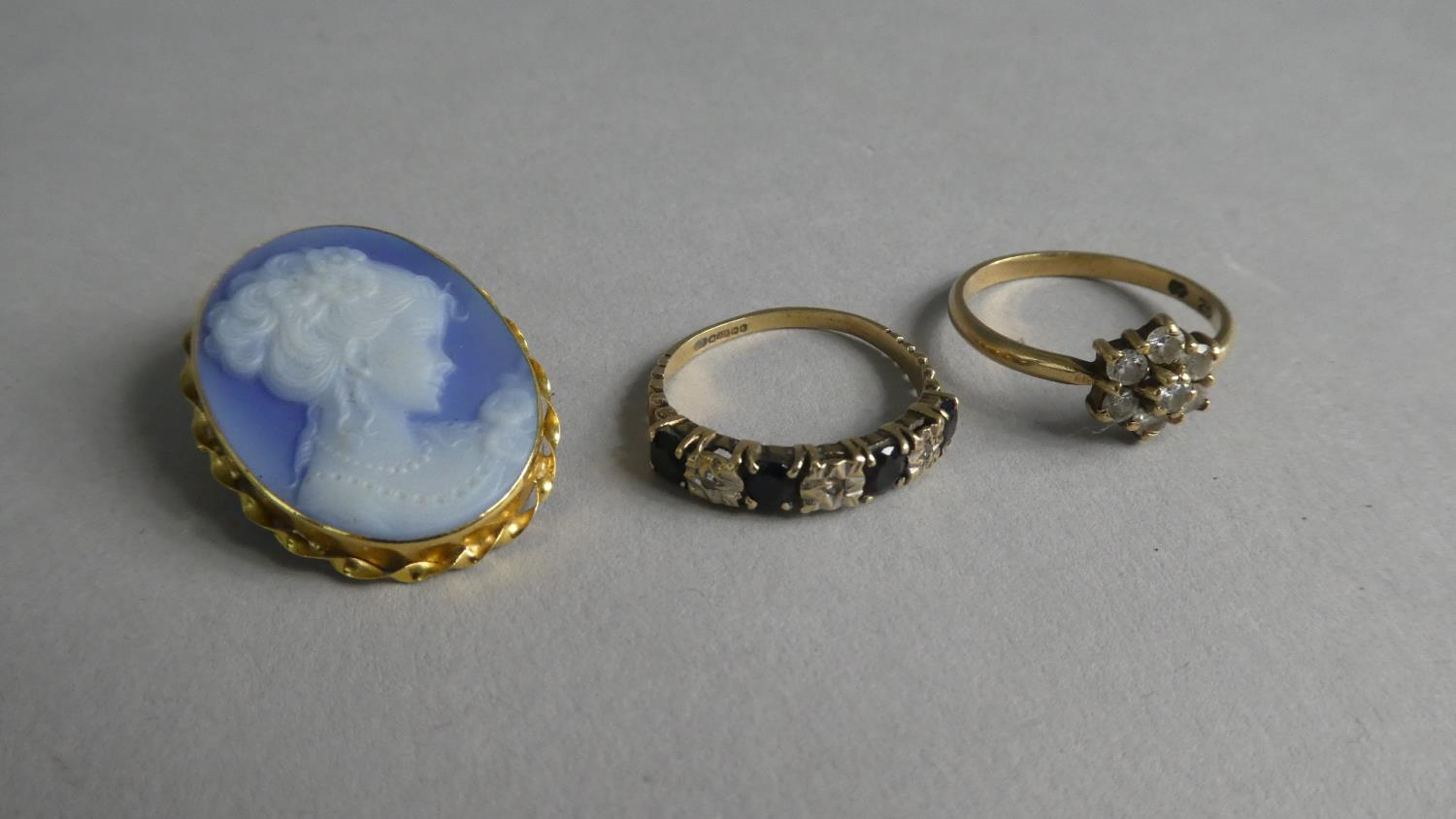 Lot 259 - A Collection of Gold Items to include 18ct Gold Mounted Continental Blue Cameo Brooch/Pendants, 9cts
