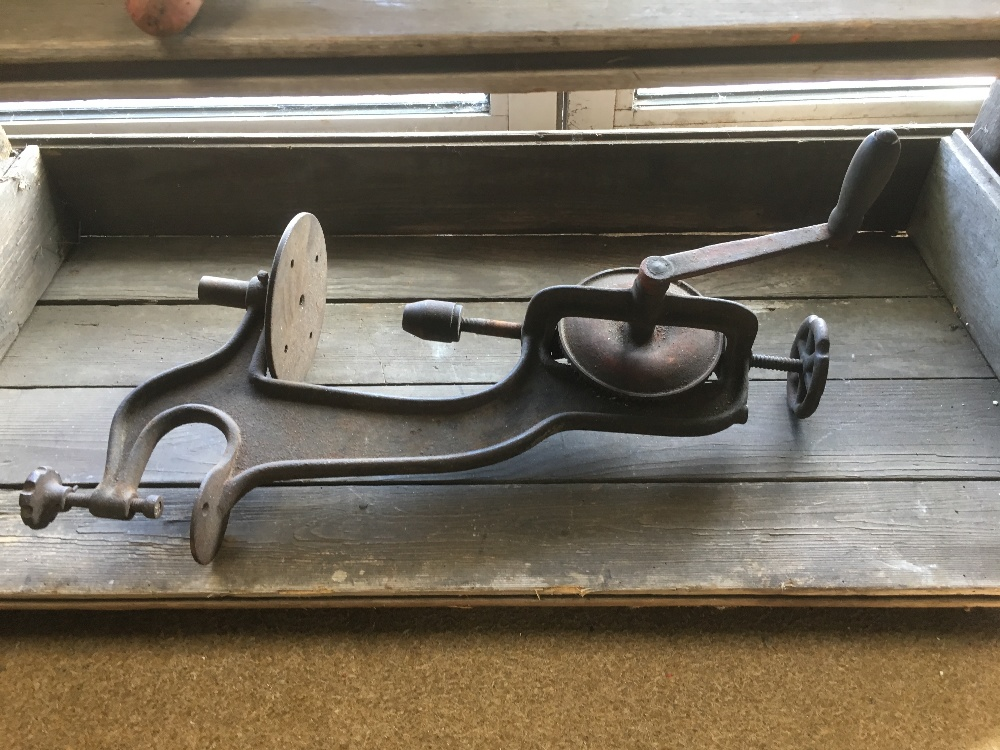 Lot 387 - WORKMANS BENCH INCLUDING VINTAGE TOOLS 161X43X89 CMS