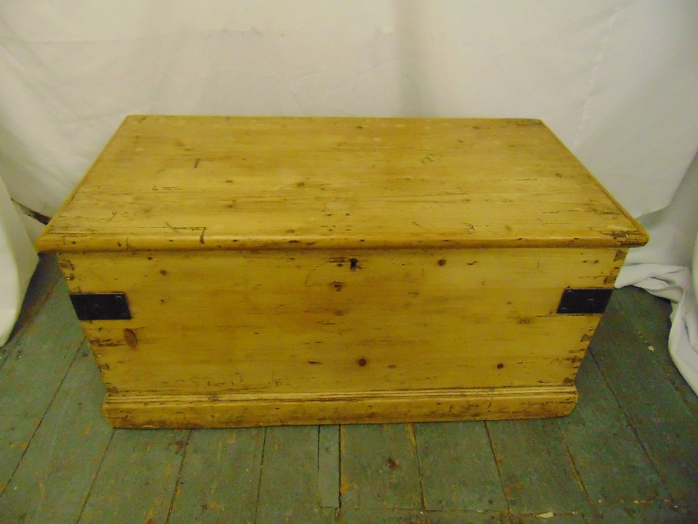 Lot 39 - A Victorian rectangular pine blanket box with hinged cover and metal brackets