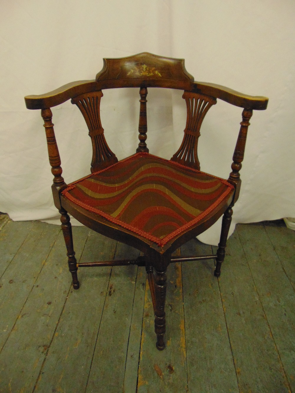 Lot 31 - An Edwardian inlaid oak corner chair with pierced slats and turned cylindrical supports