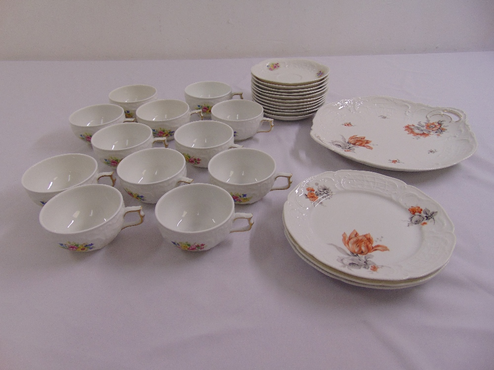 Lot 107 - A quantity of Rosenthal porcelain to include cups, saucers, plates and a cake plate