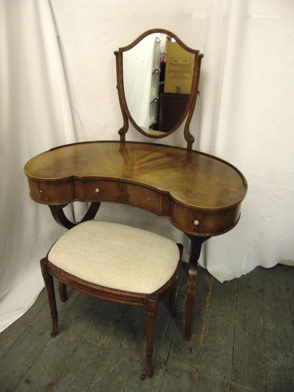 Lot 8 - An Edwardian kidney shaped mahogany dressing table and stool with shield shaped mirror