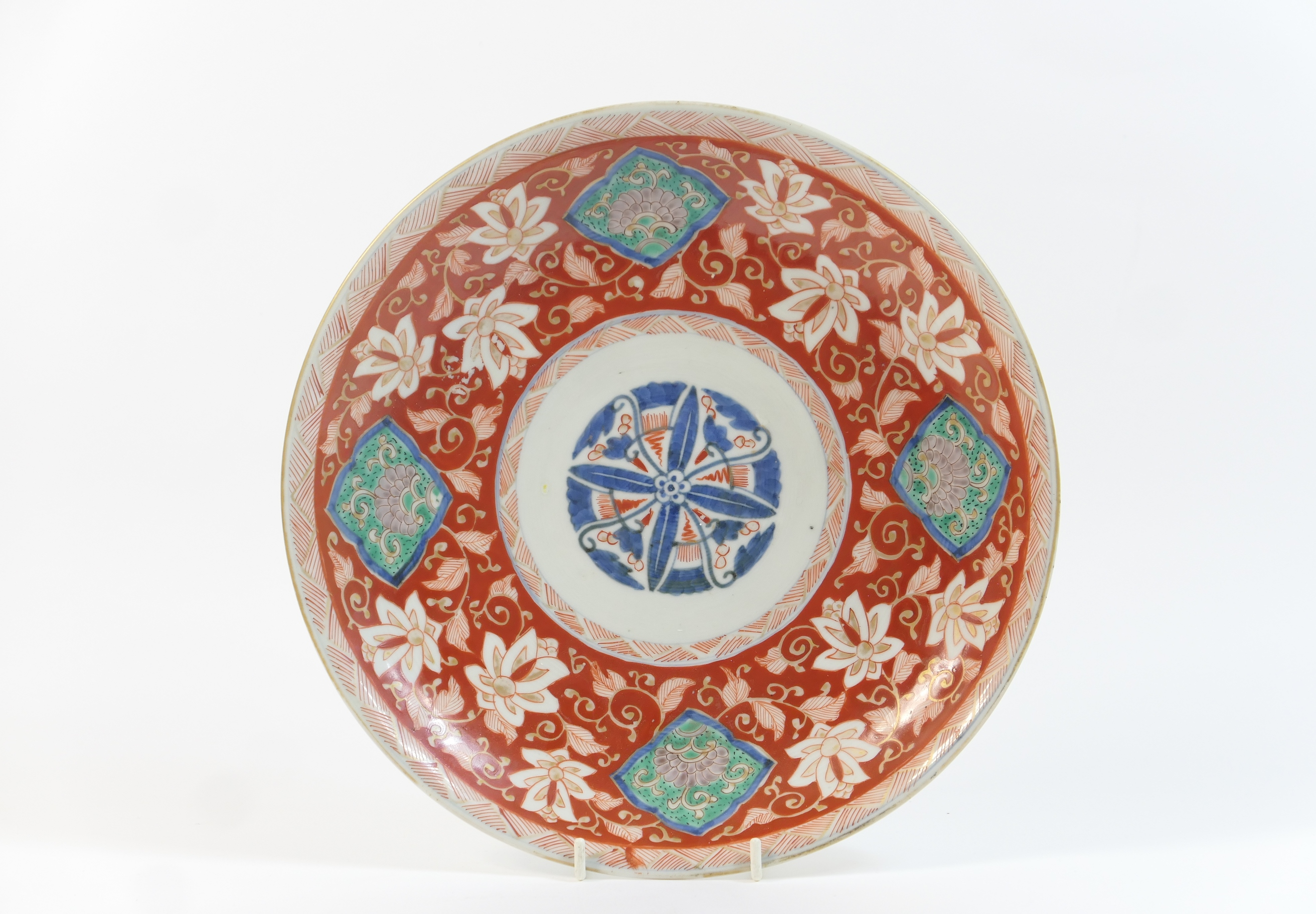 Lot 55 - Japanese Arita porcelain plate, Meiji (1868-1912), decorated with a central lotus flower in