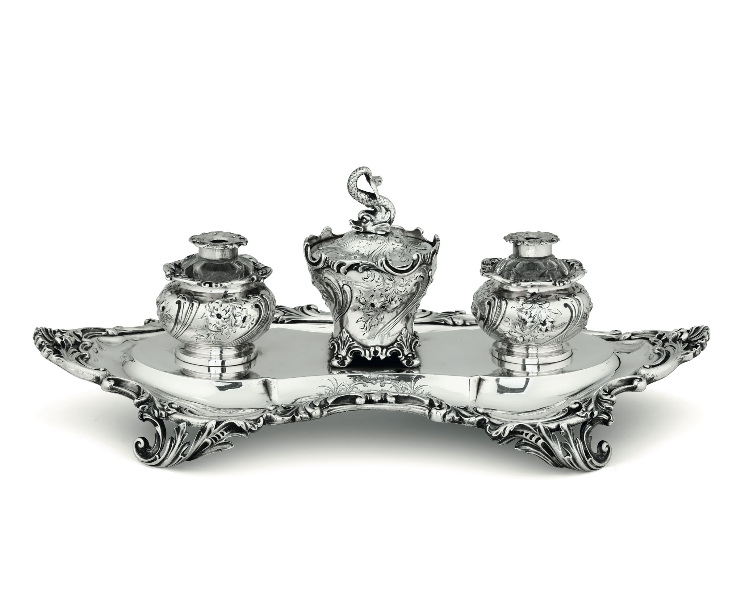 Lot 33 - A silver inkstand, London, 1847 - Molten, embossed and chiselled silver. [...]