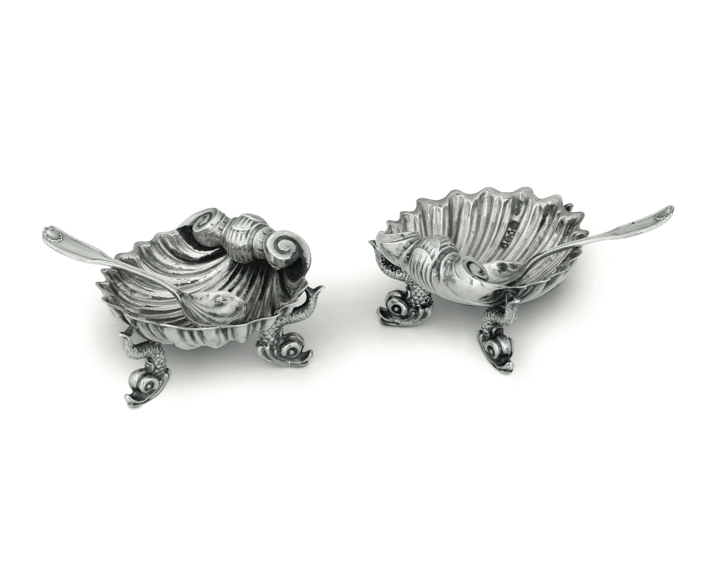 Lot 30 - Two silver salt bowls and spoons, London, 1869 - Molten and chiselled silver. [...]