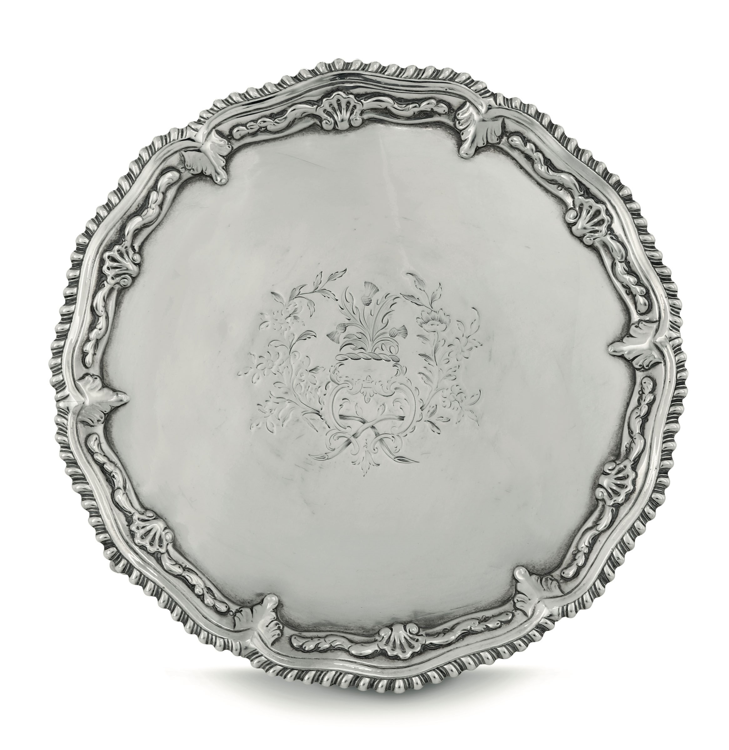 Lot 14 - A silver salver, London, 1765 - Molten, embossed and chiselled sterling silver. [...]