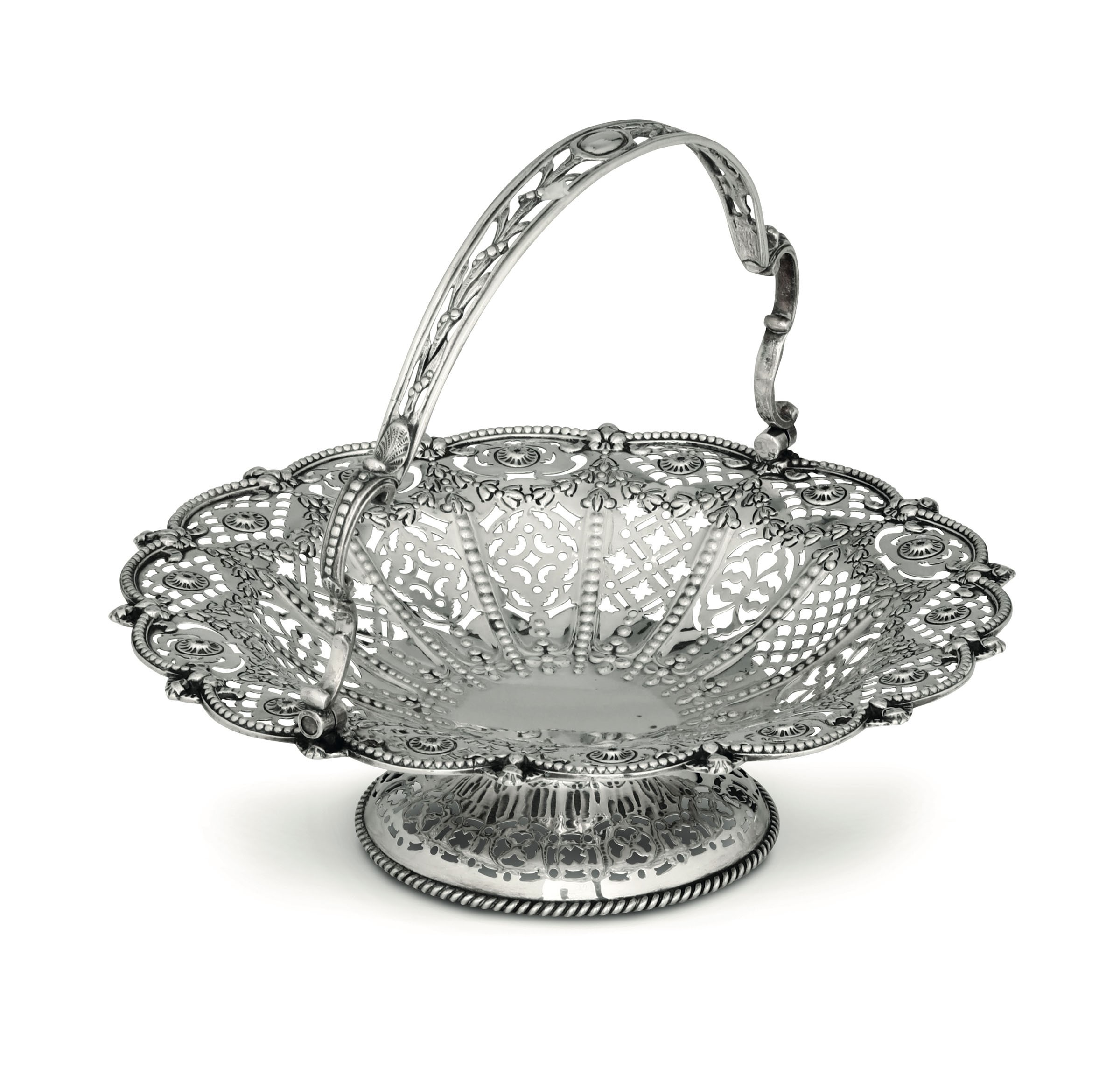 Lot 19 - A silver basket, London, 1886 - Molten, embossed and perforated silver. 600gr, diam [...]