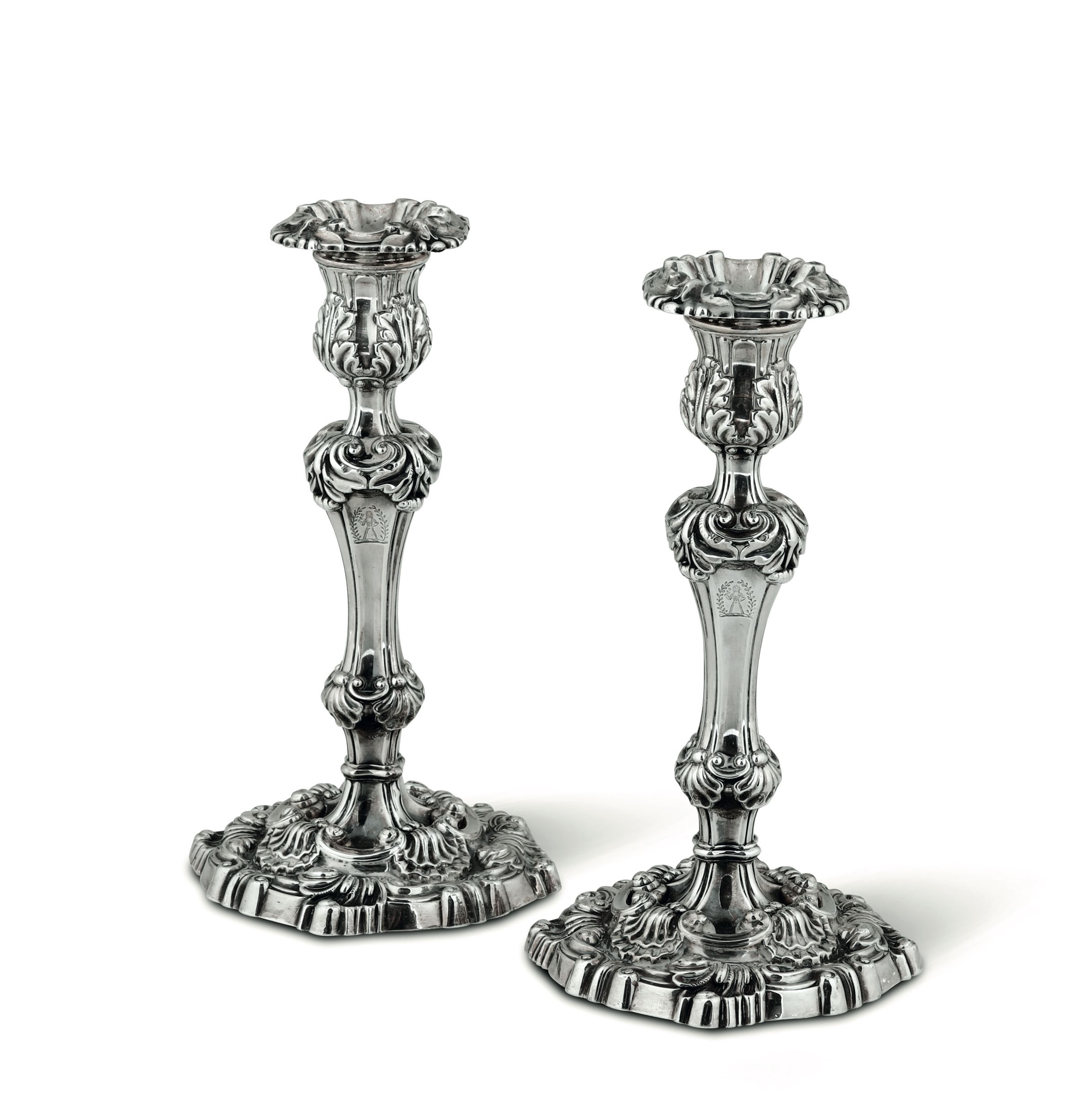 Lot 38 - Two silver candle holders, Sheffield, 1828 - Molten and chiselled silver. Silversmith [...]