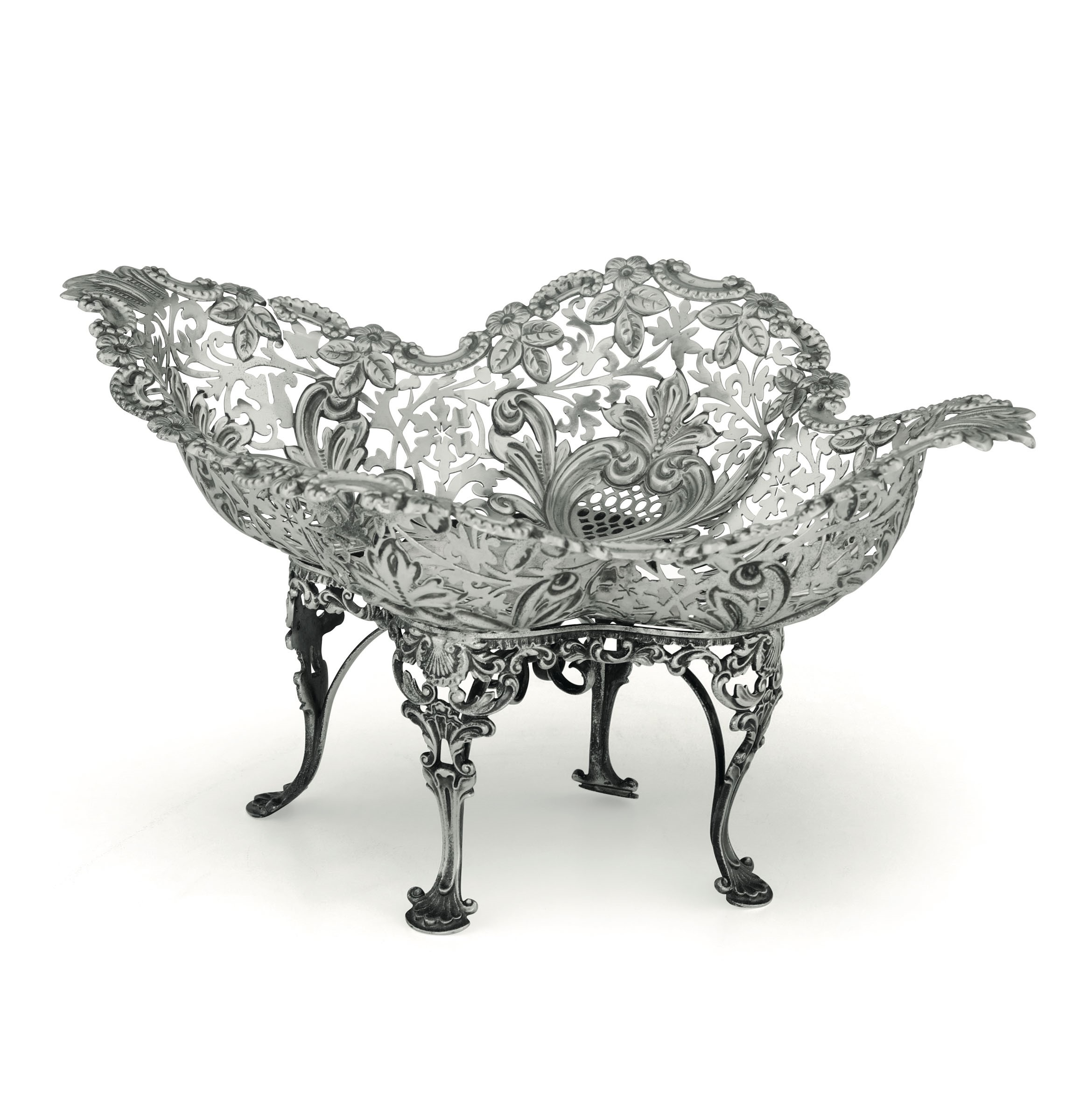 Lot 31 - A silver centrepiece, Sheffield, 1829 - Molten, embossed and perforated silver. [...]