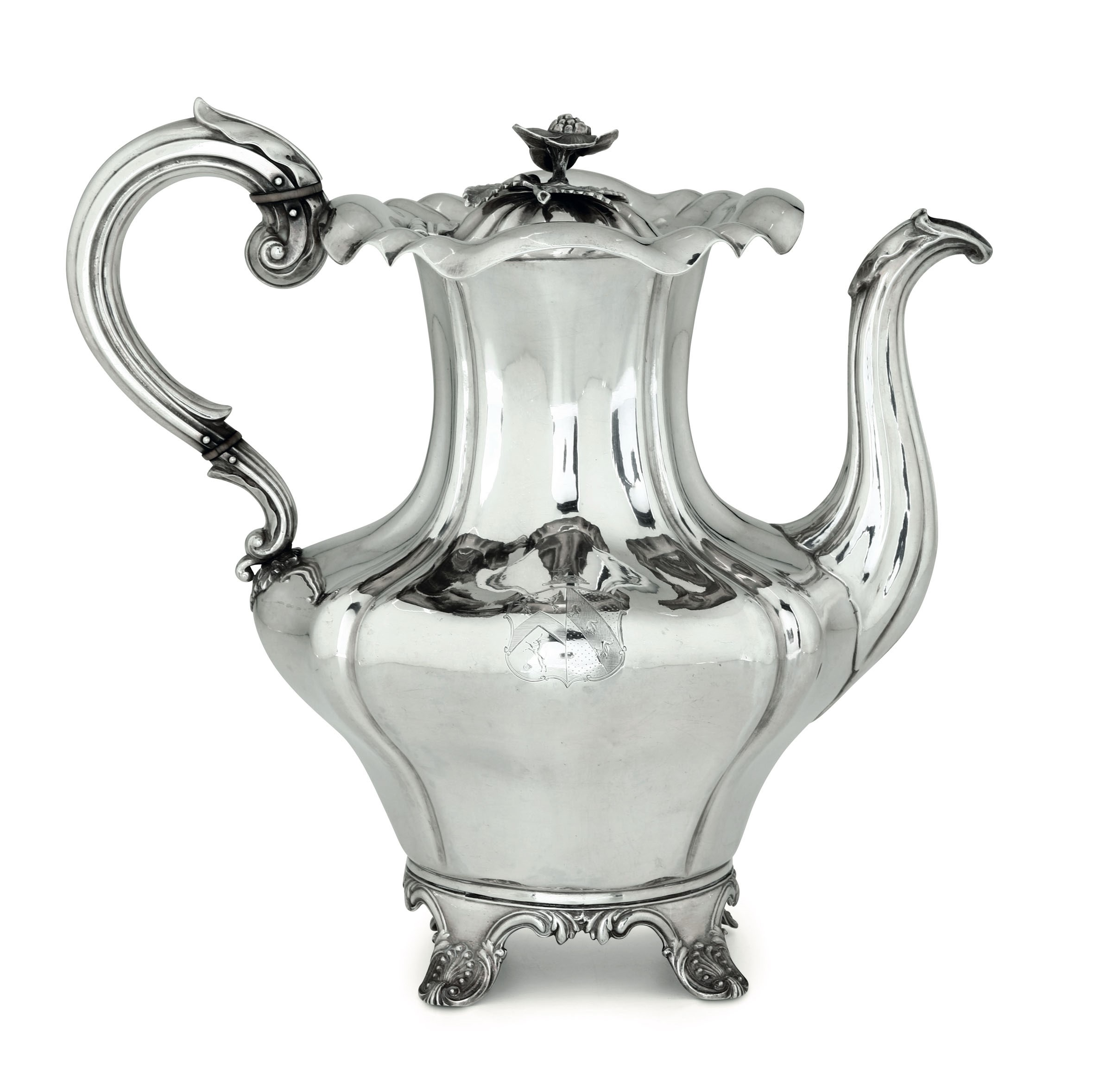 Lot 16 - A silver coffee pot, London, 1835 - Molten, embossed and chiselled silver. Worn [...]
