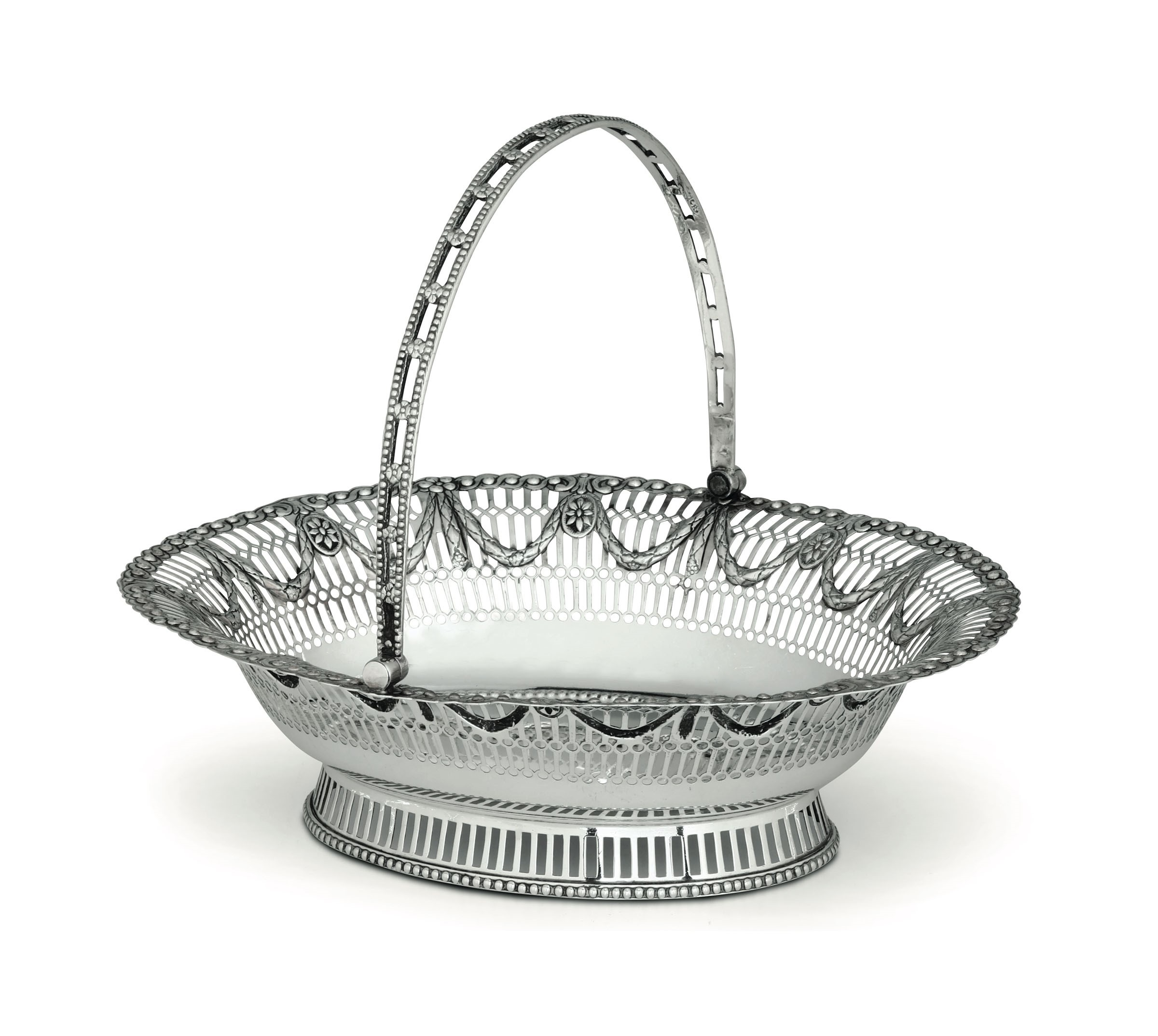 Lot 18A - A silver basket, London, 1775 - Molten, embossed and perforated silver. Silversmith [...]