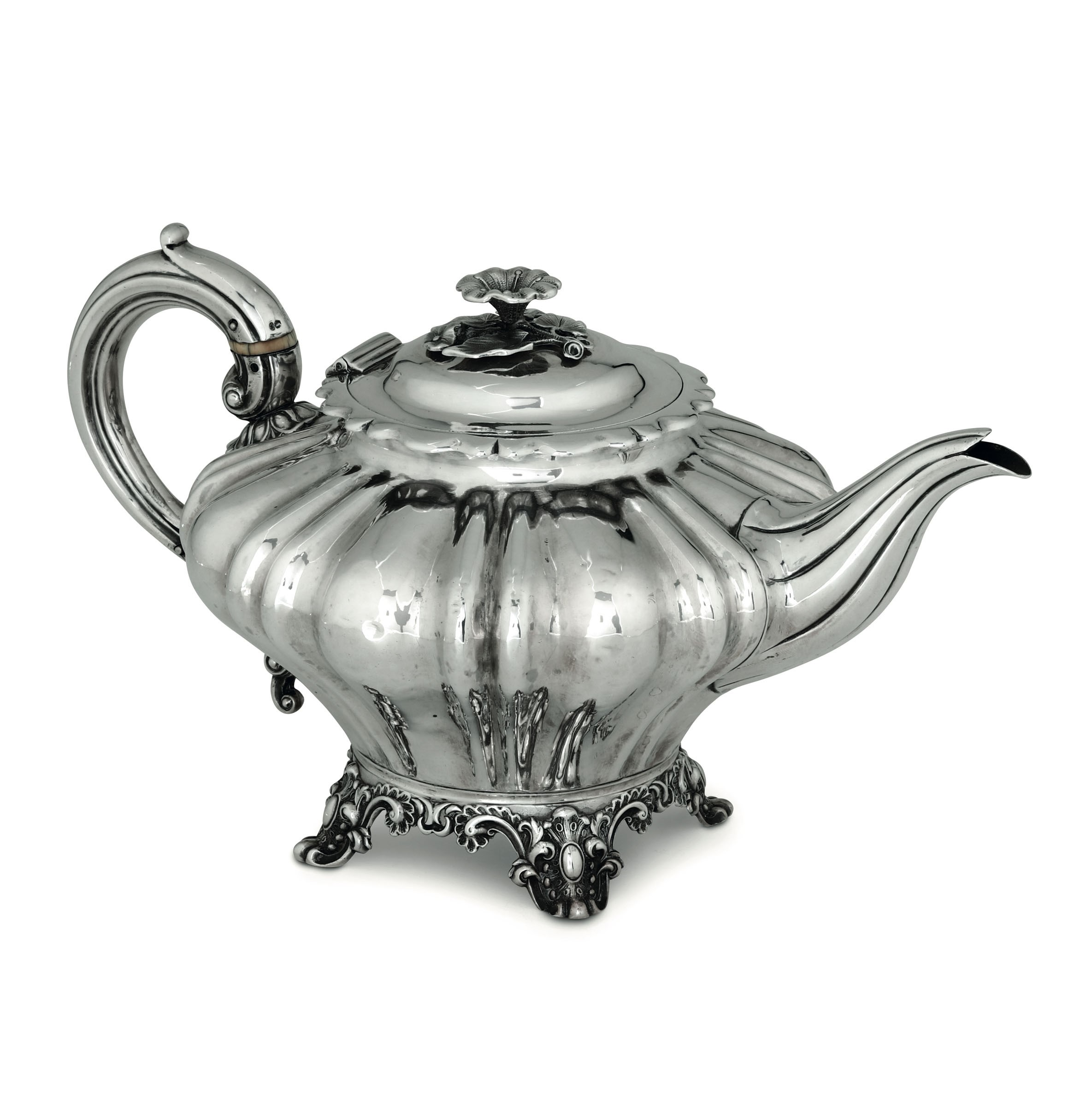 Lot 11 - A silver teapot, London, 1838 - Molten, embossed and chiselled silver. Unidentified [...]