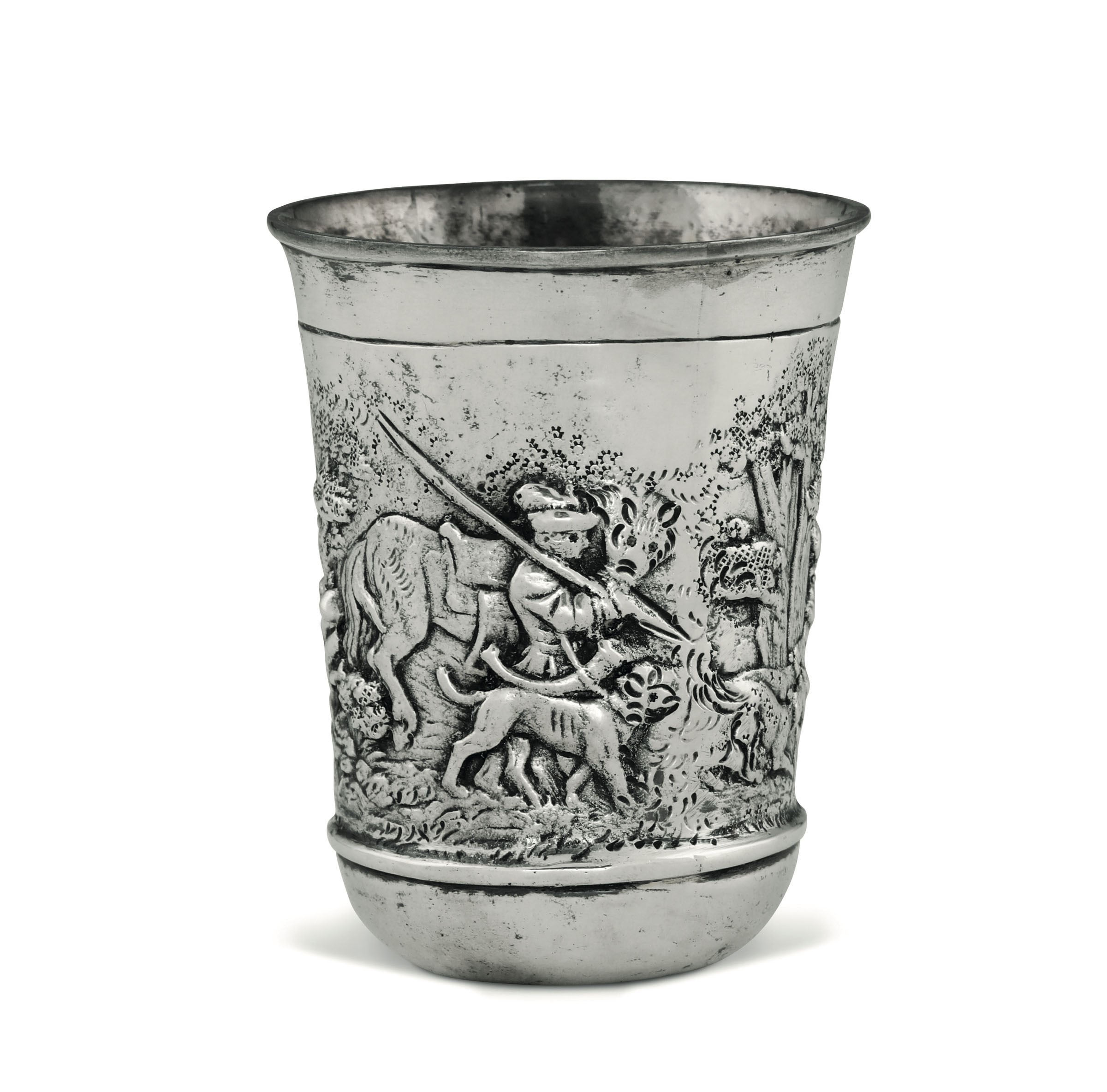 Lot 52 - A silver hunter's cup, Germany, 1800s - Embossed and chiselled silver. 240gr, H 10cm, [...]