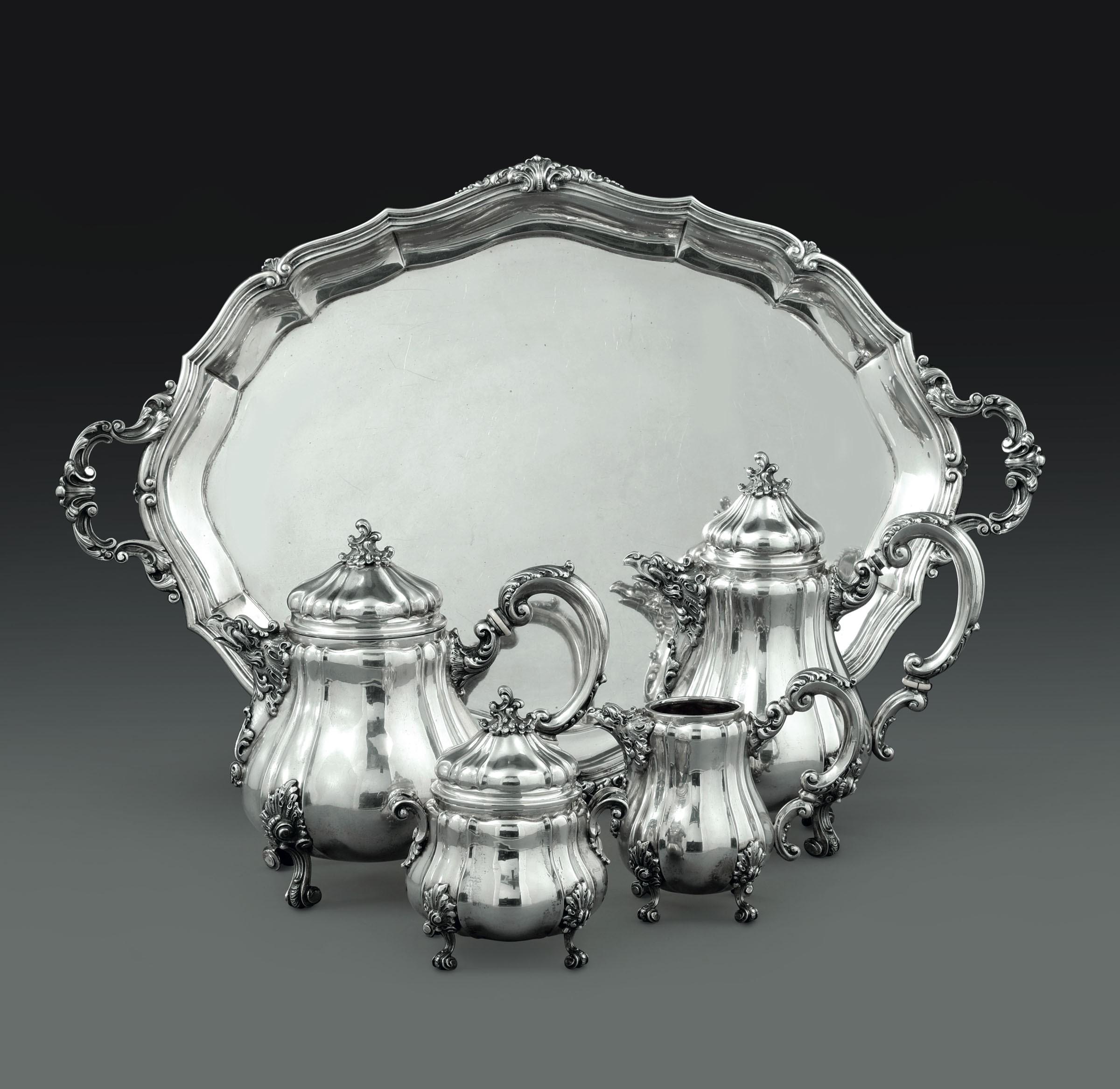 Lot 22 - Importante servizio da tè e caffè in argento. Argenteria artistica italiana. Bolli [...]