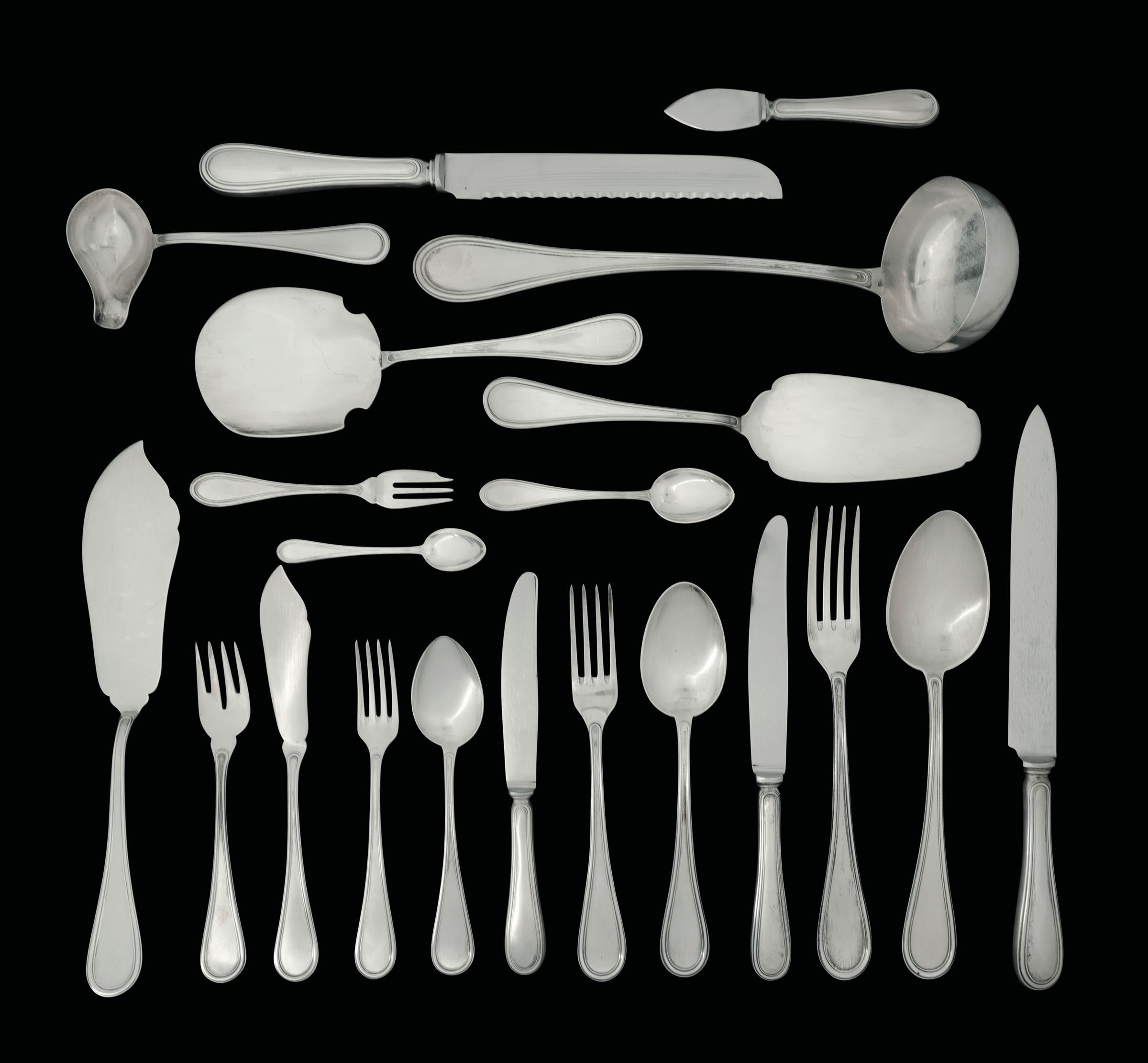Lot 42 - Servizio di posate in argento da dodici. Argenteria italiana del XX secolo. [...]