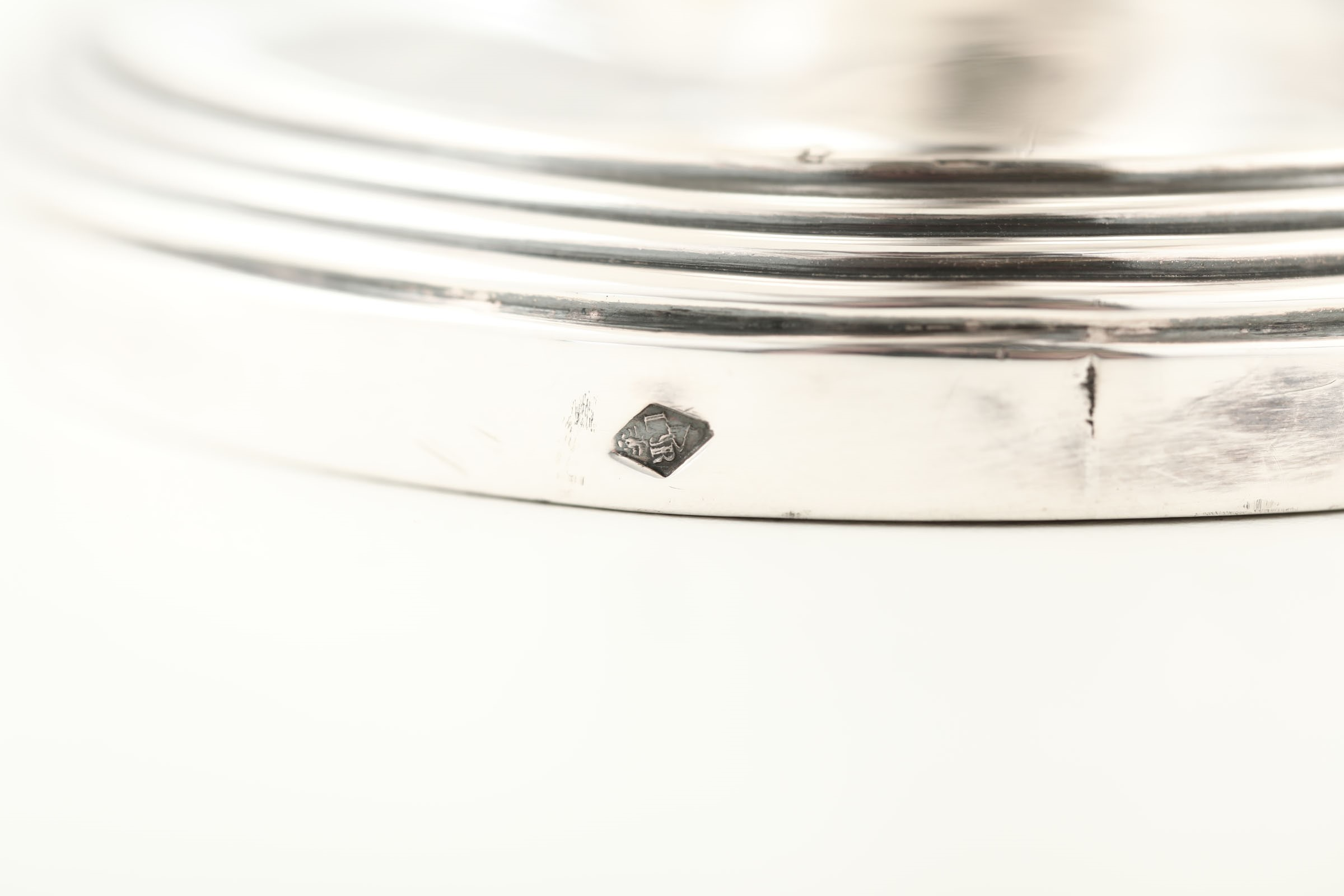 Lot 32 - A silver soup tureen - - Molten, embossed and chiselled silver. The description of [...]