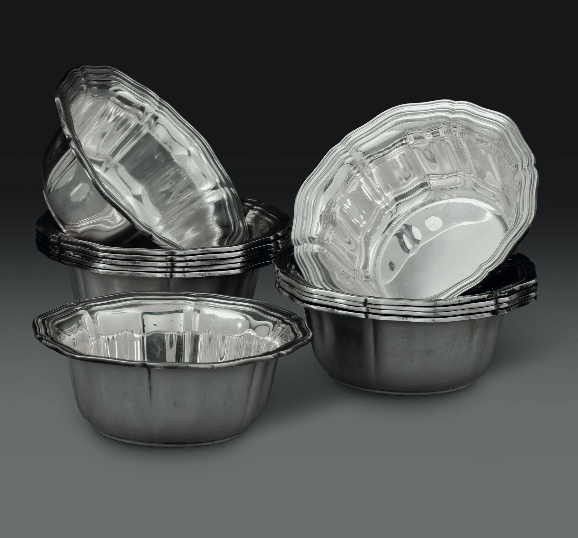 Lot 36 - Dodici coppette in argento. Manifattura italiana del XX secolo. Argentiere Ricci, [...]