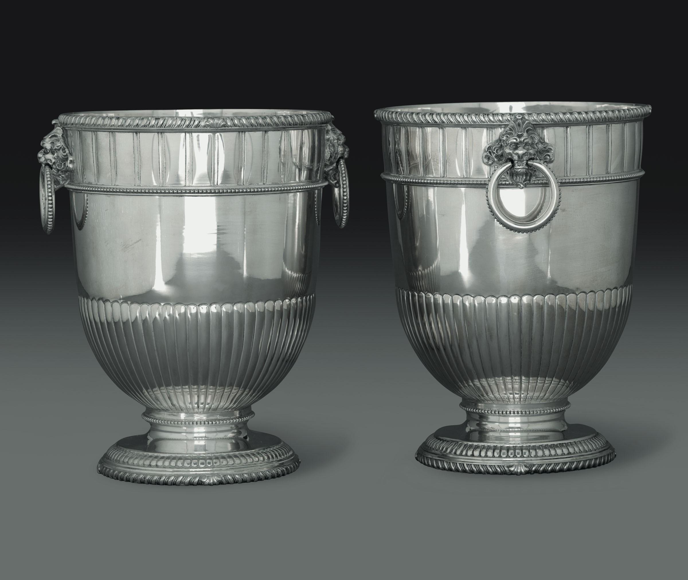Lot 33 - Coppia di secchielli porta bottiglie in argento. Argenteria artistica italiana. Bolli [...]