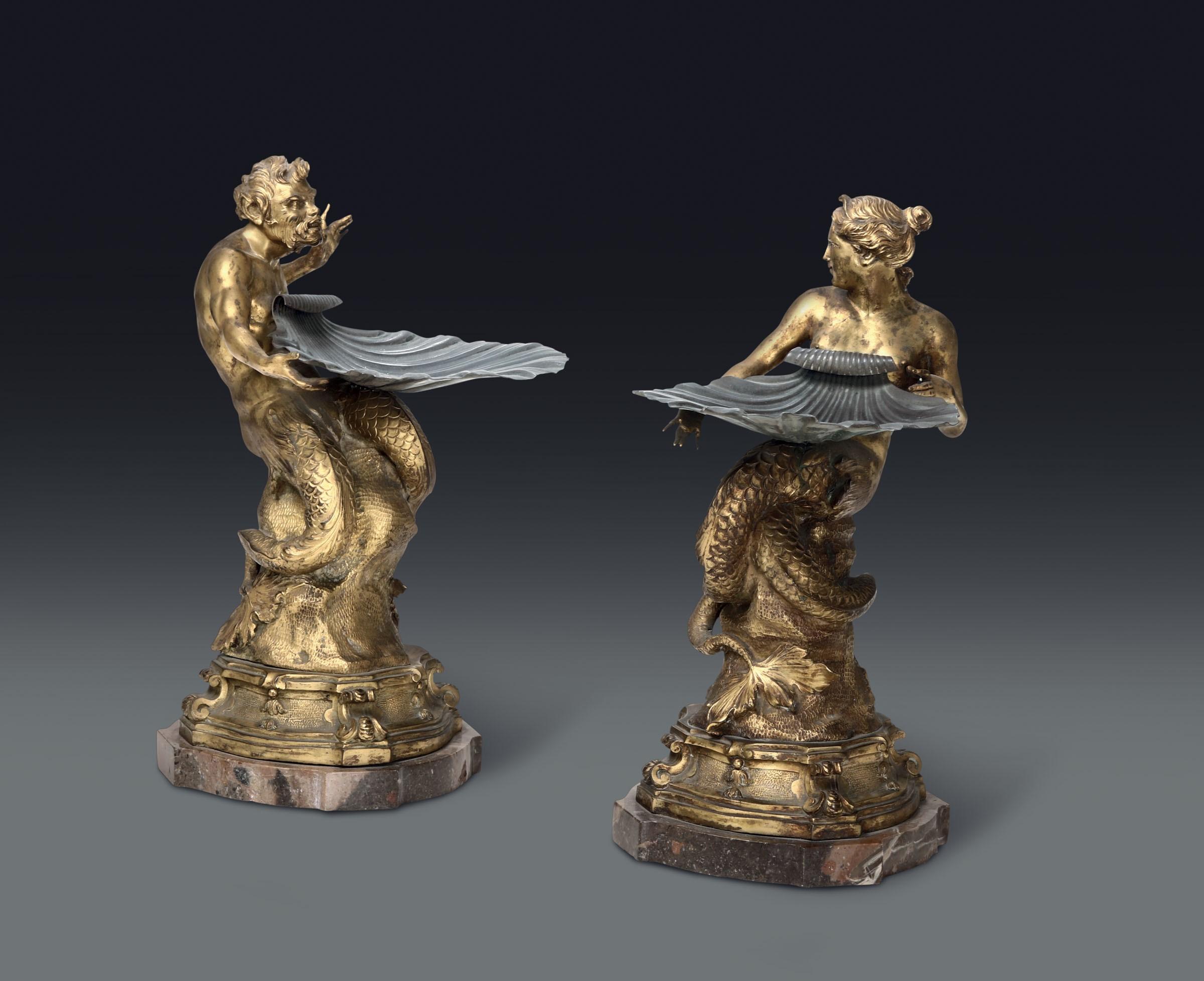 Lot 3 - Coppia di alzatine con figure di Tritone e Sirena in bronzo dorato e conchiglia in [...]