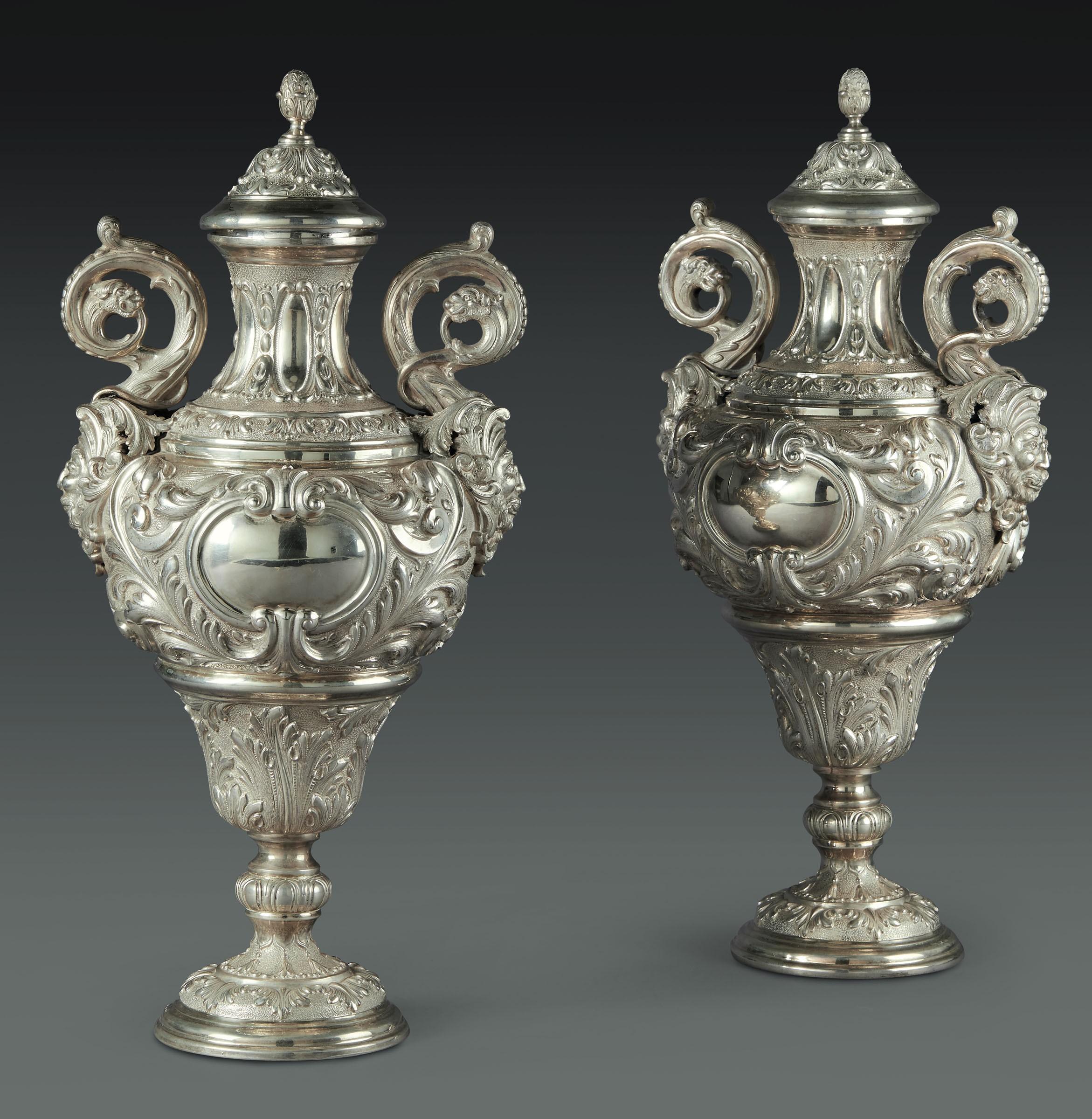 Lot 40 - Coppia di potiches in argento. Argenteria artistica italiana del XX secolo. [...]