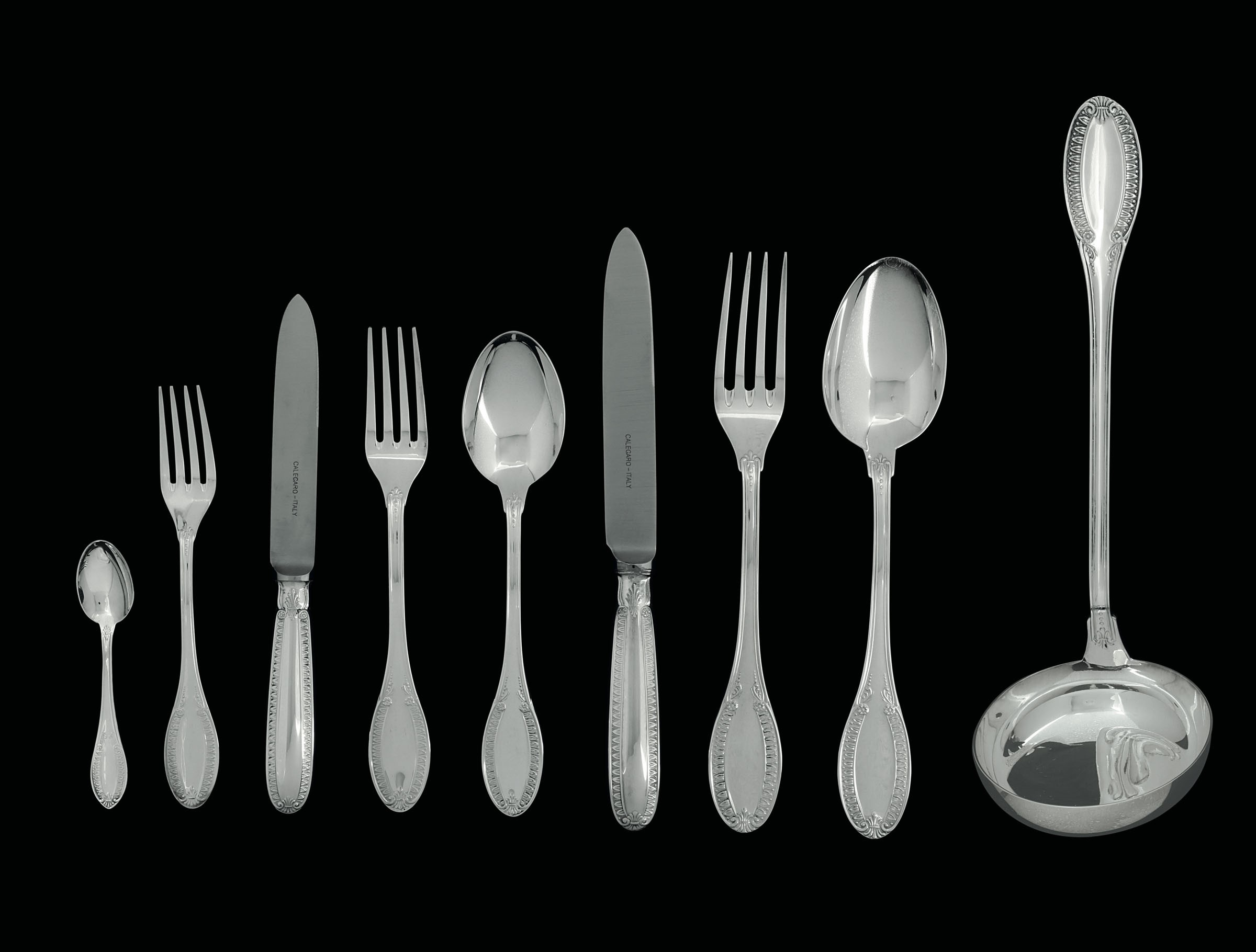 Lot 34 - A 75-piece silverware set - - A ladle, serving fork and spoon, 12 fruit knives, 12 [...]